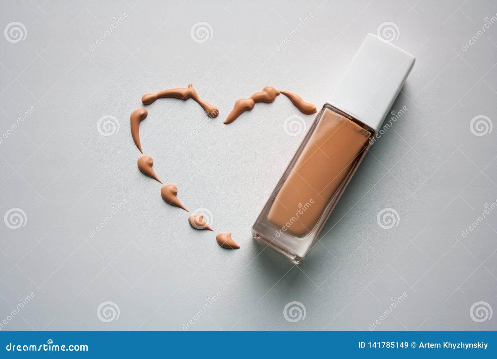 Форма сердца с tonal составом сливк