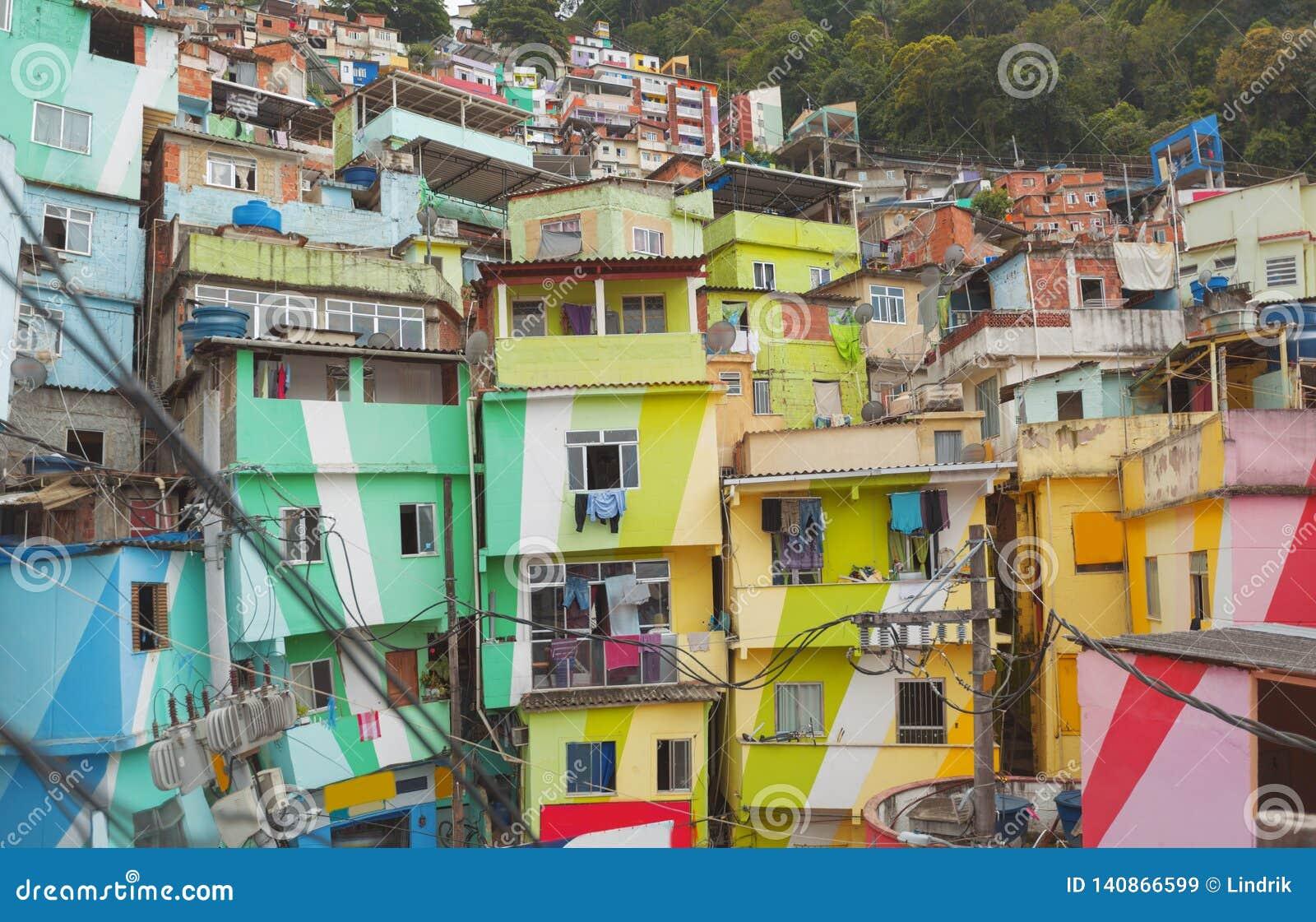 Центр города и favela Рио-де-Жанейро