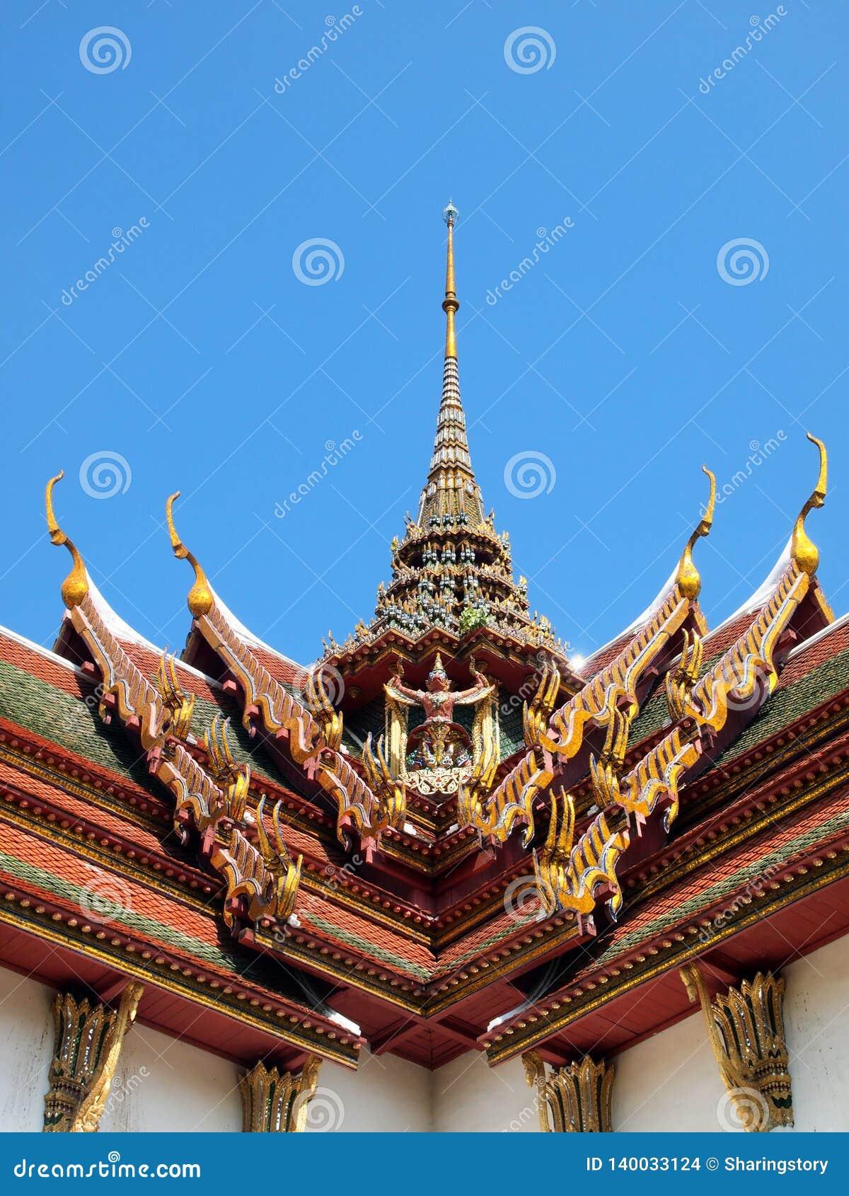 Щипец крыши в тайском стиле