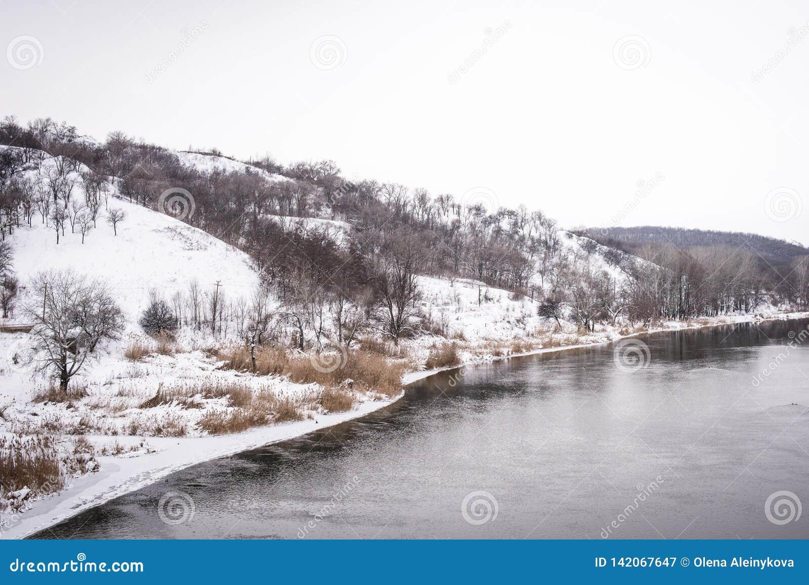 Река в зиме