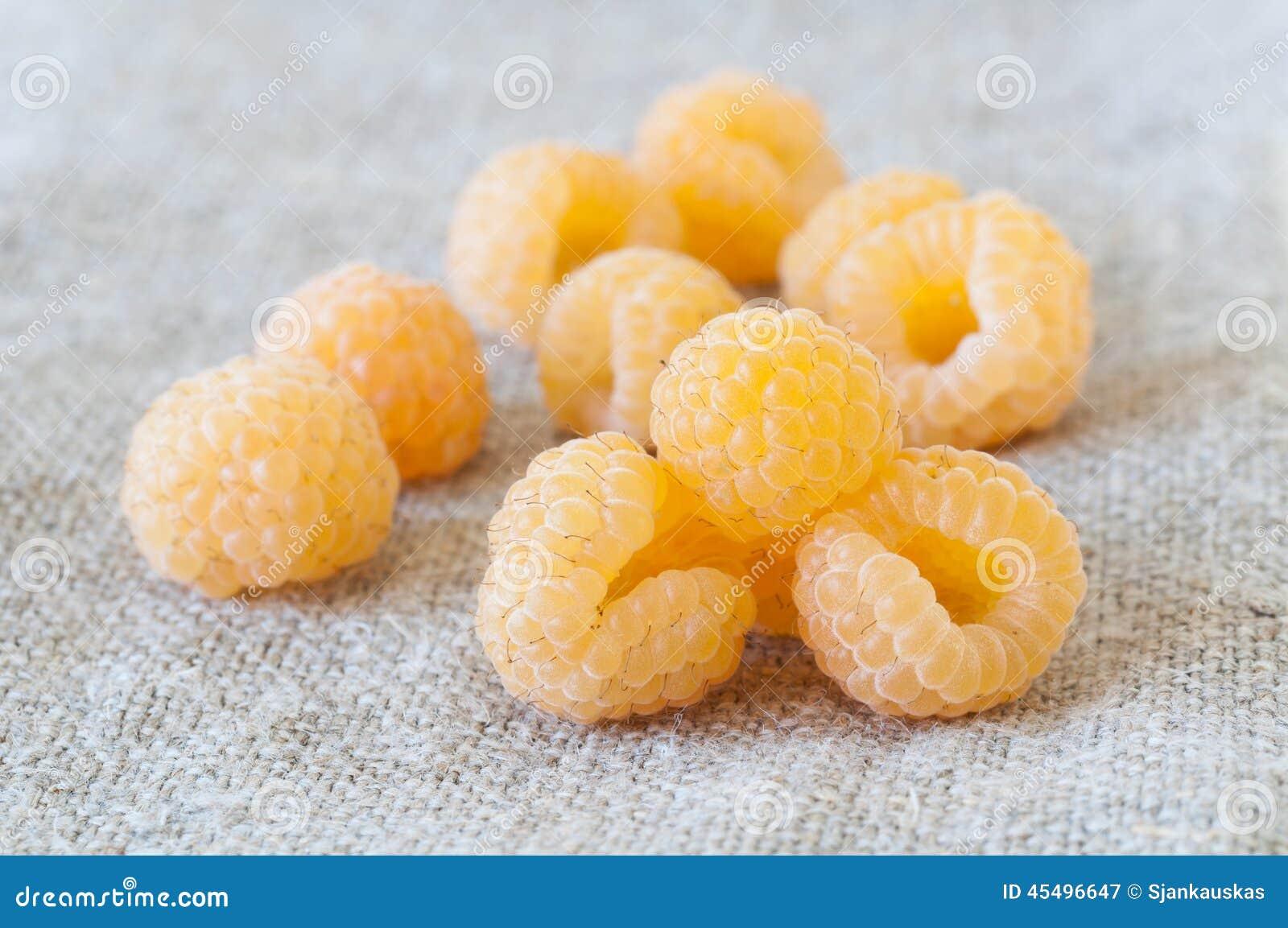Żółte malinki