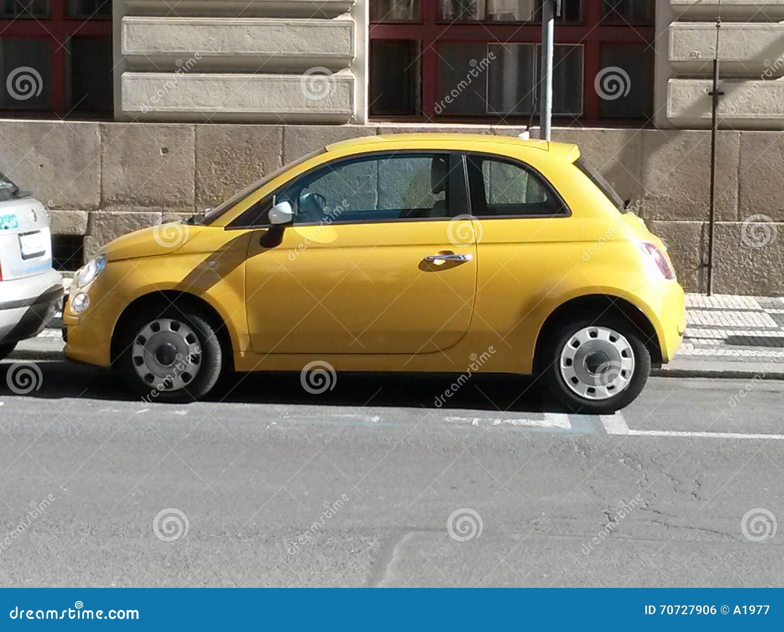 Groovy Żółty FIAT 500 Samochód W Praga Zdjęcie Editorial - Obraz złożonej GX14