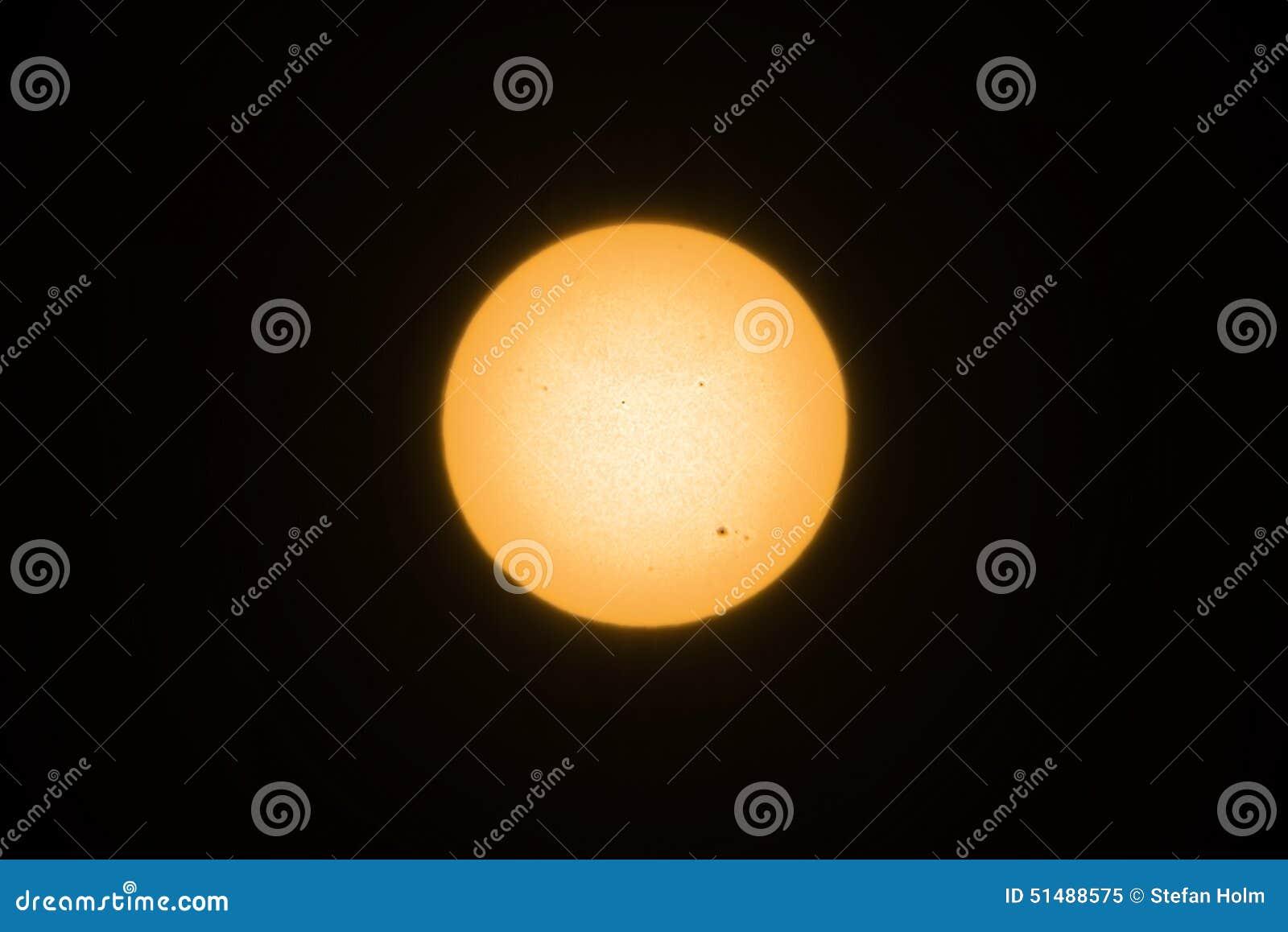 Żółty słońce z sunspots