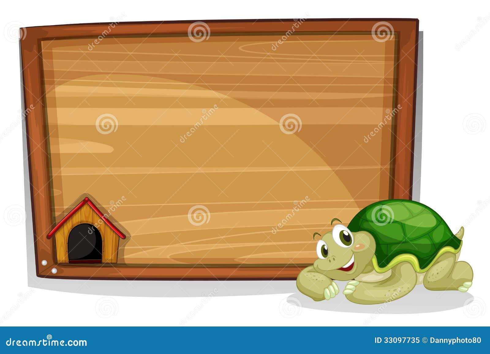 Żółw obok pustej drewnianej deski