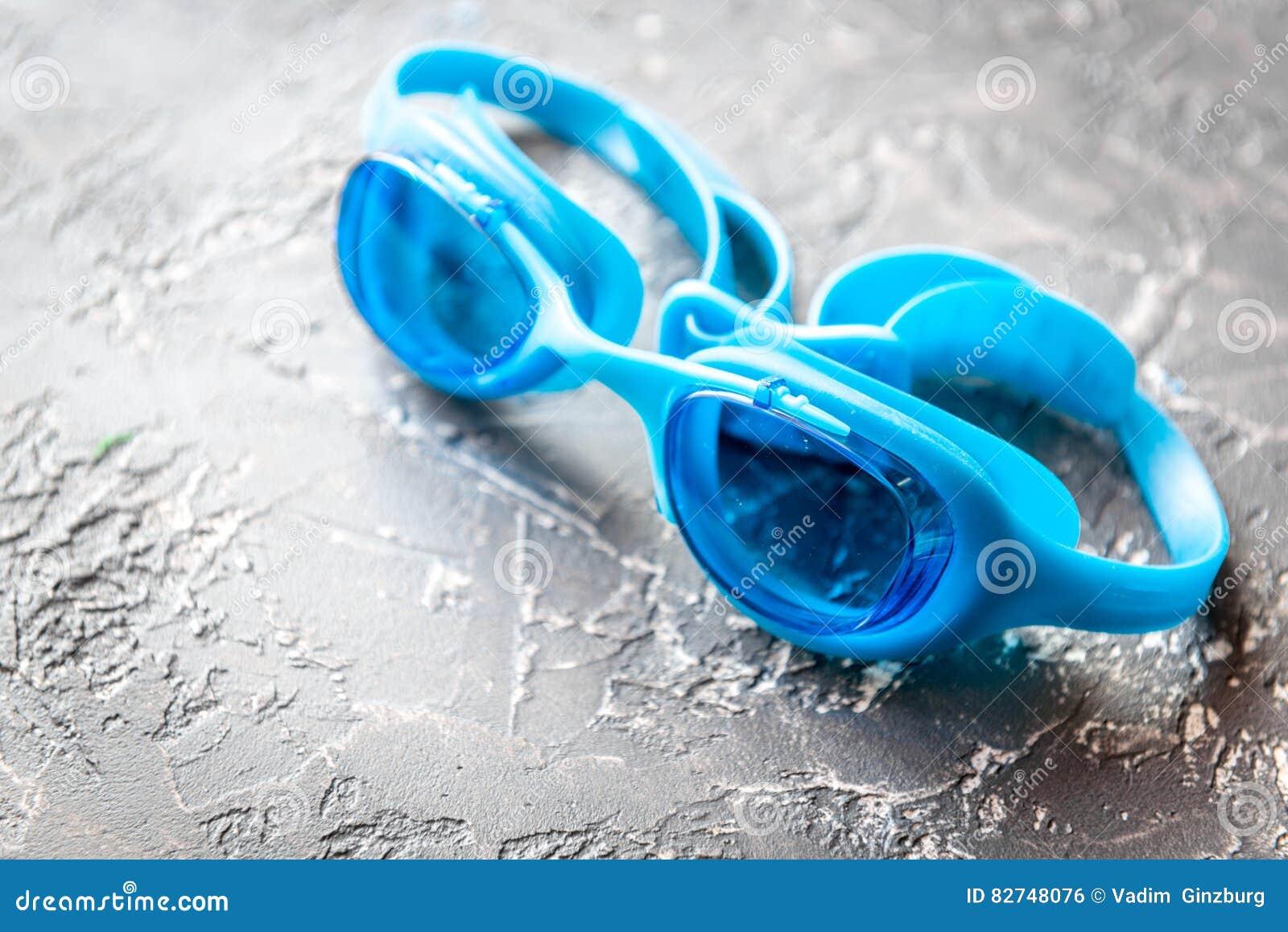 Óculos De Proteção Para Nadar No Fim Cinzento Do Fundo Acima Foto de ... 0d0ebffb2b