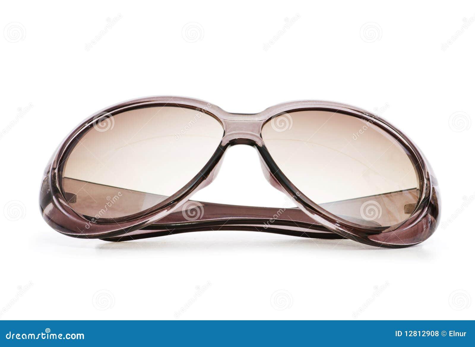 Óculos de sol à moda isolados no branco