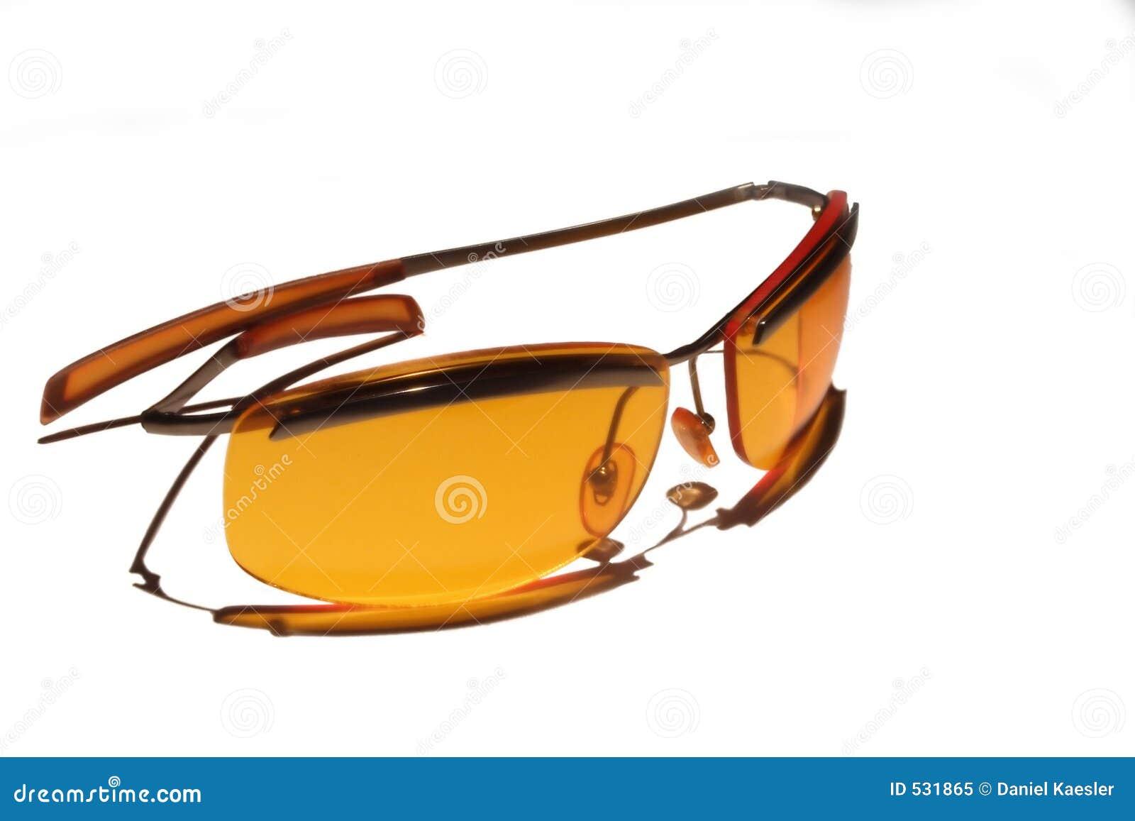 Óculos de sol alaranjados