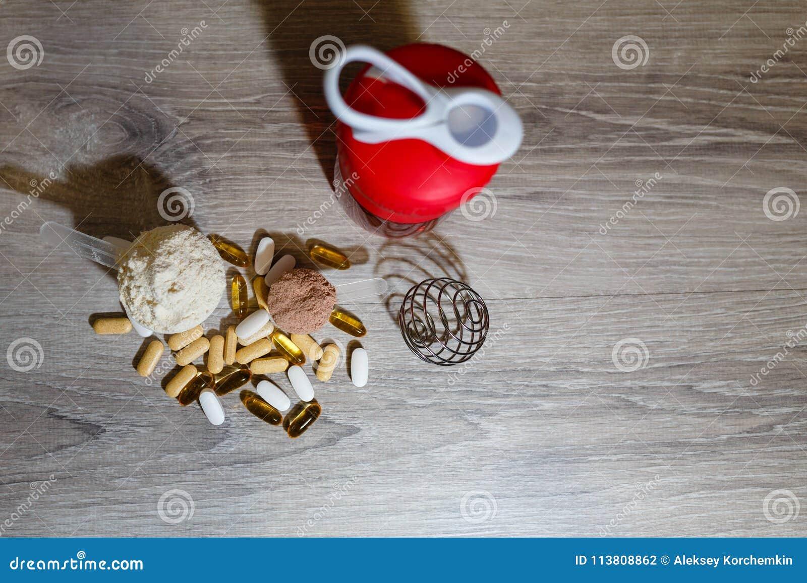 Ômega 3 tabuletas e cápsulas, carnitina, creatina, queimadores gordos, BCAA ou impulsionador da testosterona Vitaminas e drogas m