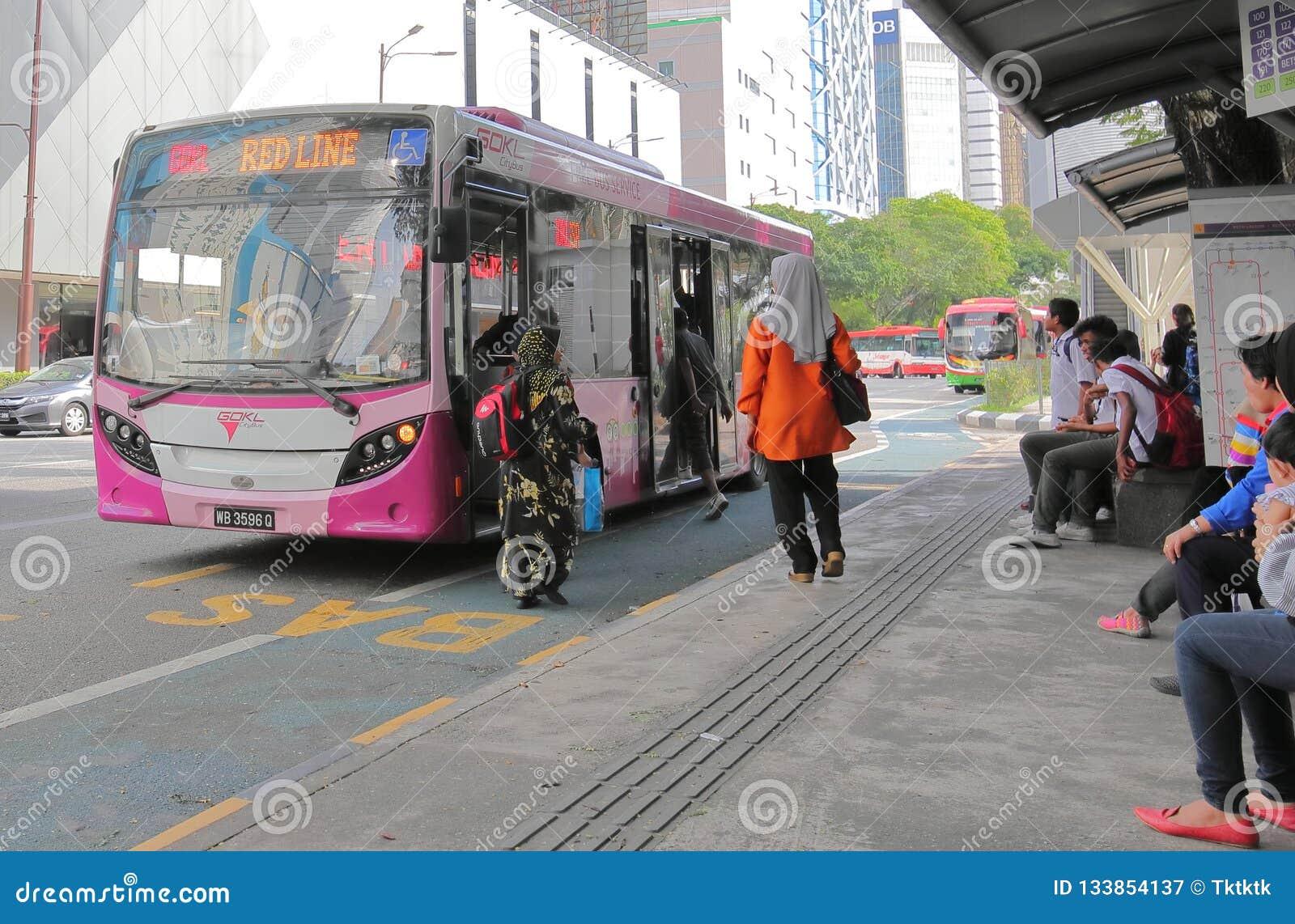 Öffentliche Transportmittel Kuala Lumpur Malaysia des Busses