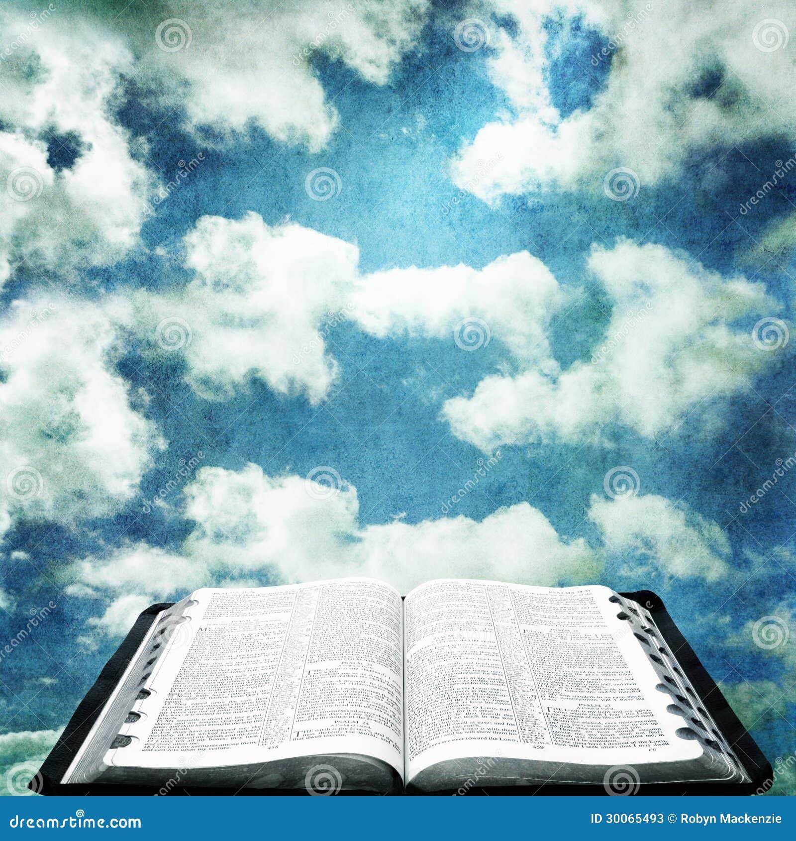 Öffnen Sie Bibel Mit Schmutz-Himmel Stockbild - Bild von bunt ...