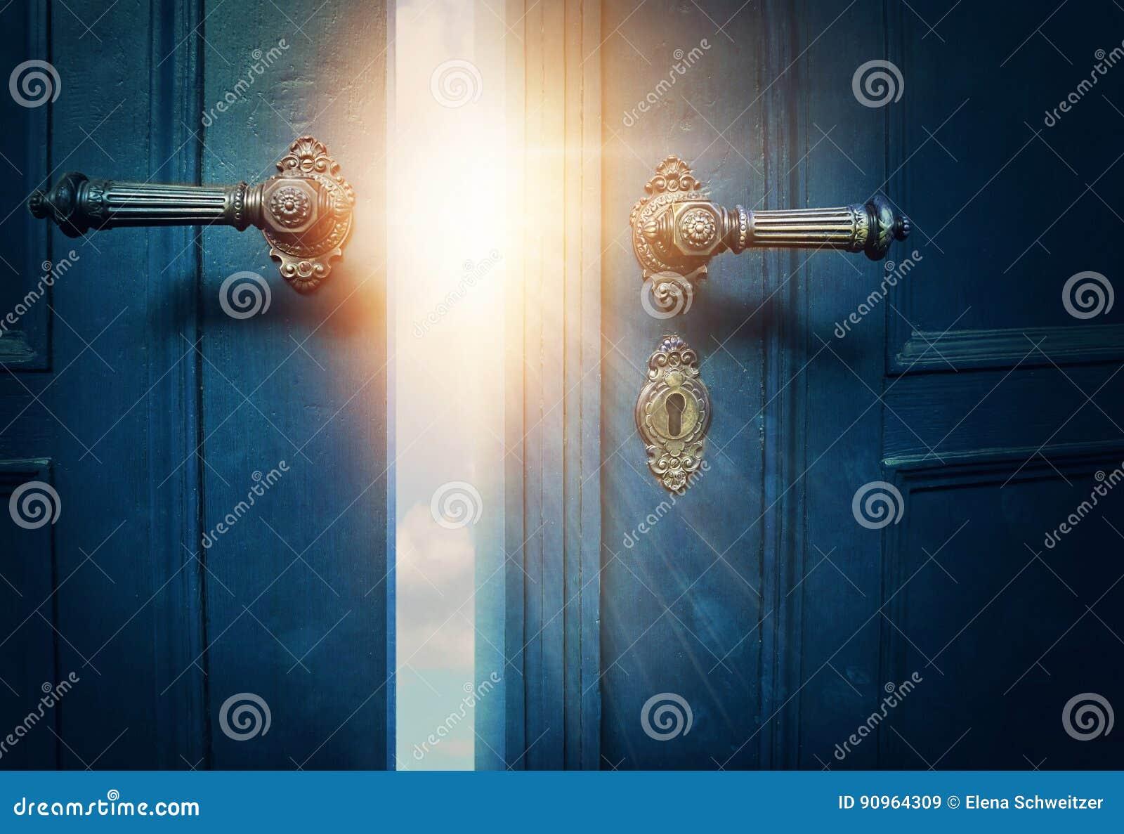 Öffnen Sie blaue Tür
