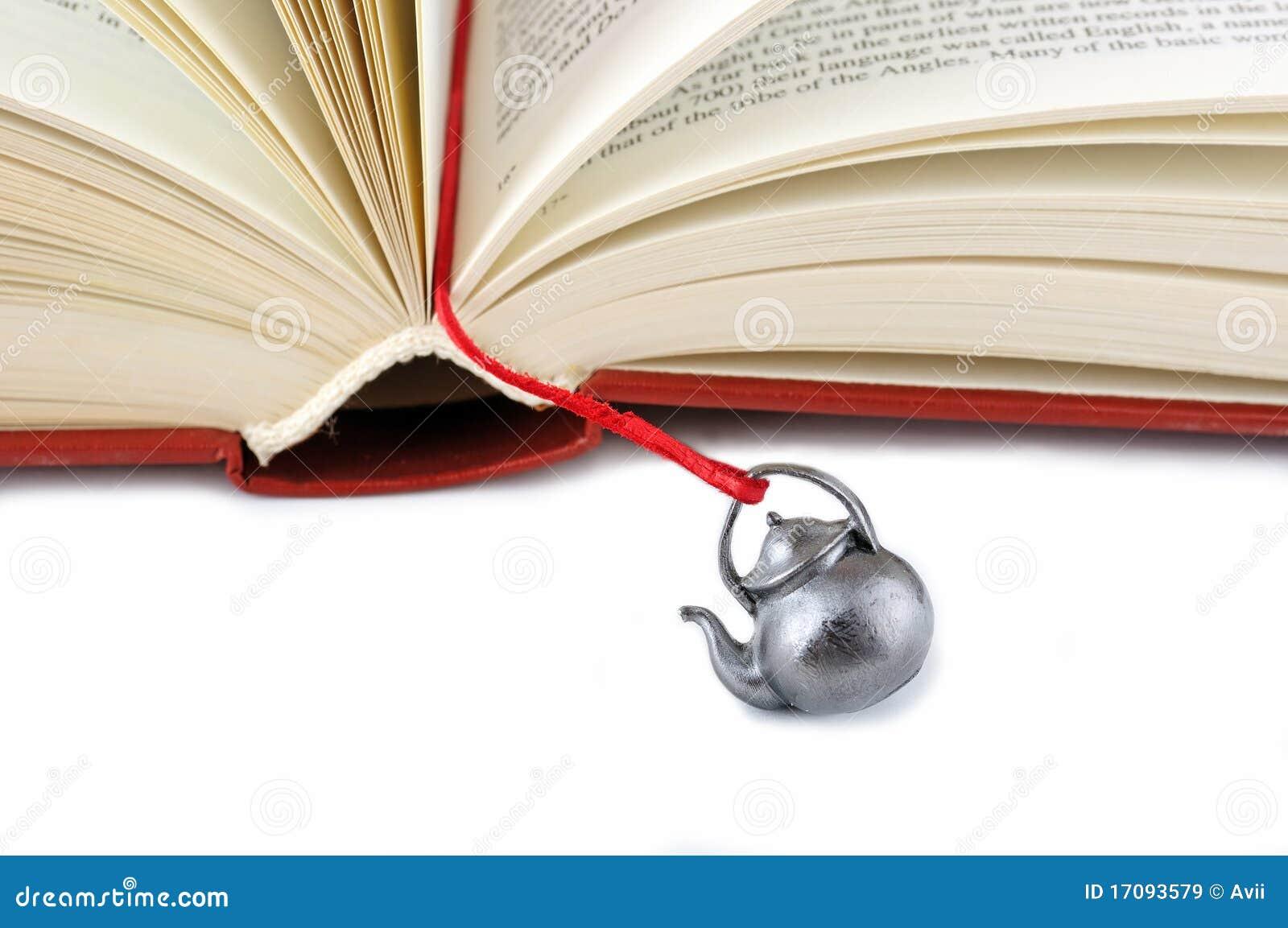 Öffnen Sie Buch mit einem handgemachten Bookmark