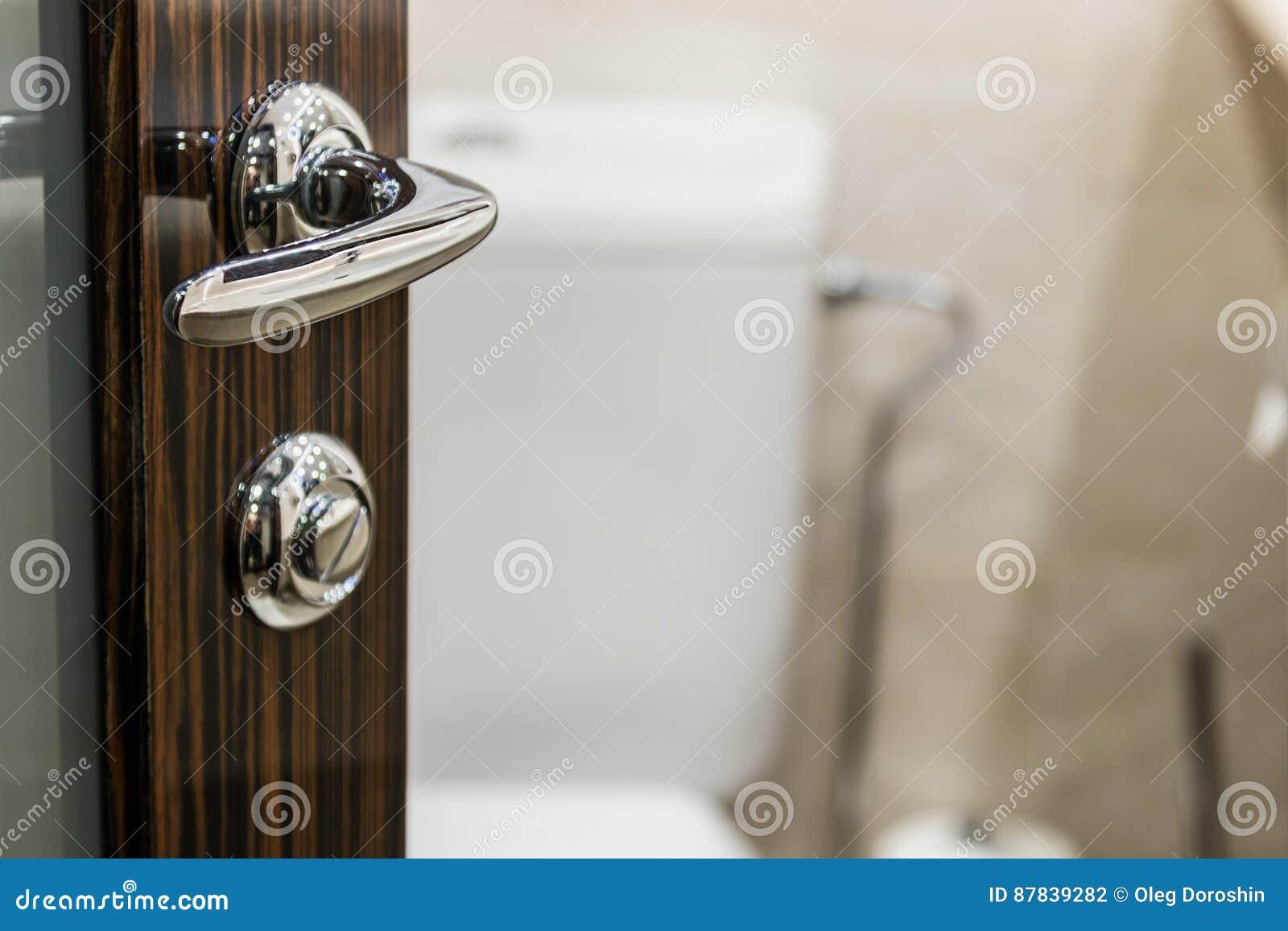 Öffnen Sie Die Tür Ins Badezimmer Stockfoto