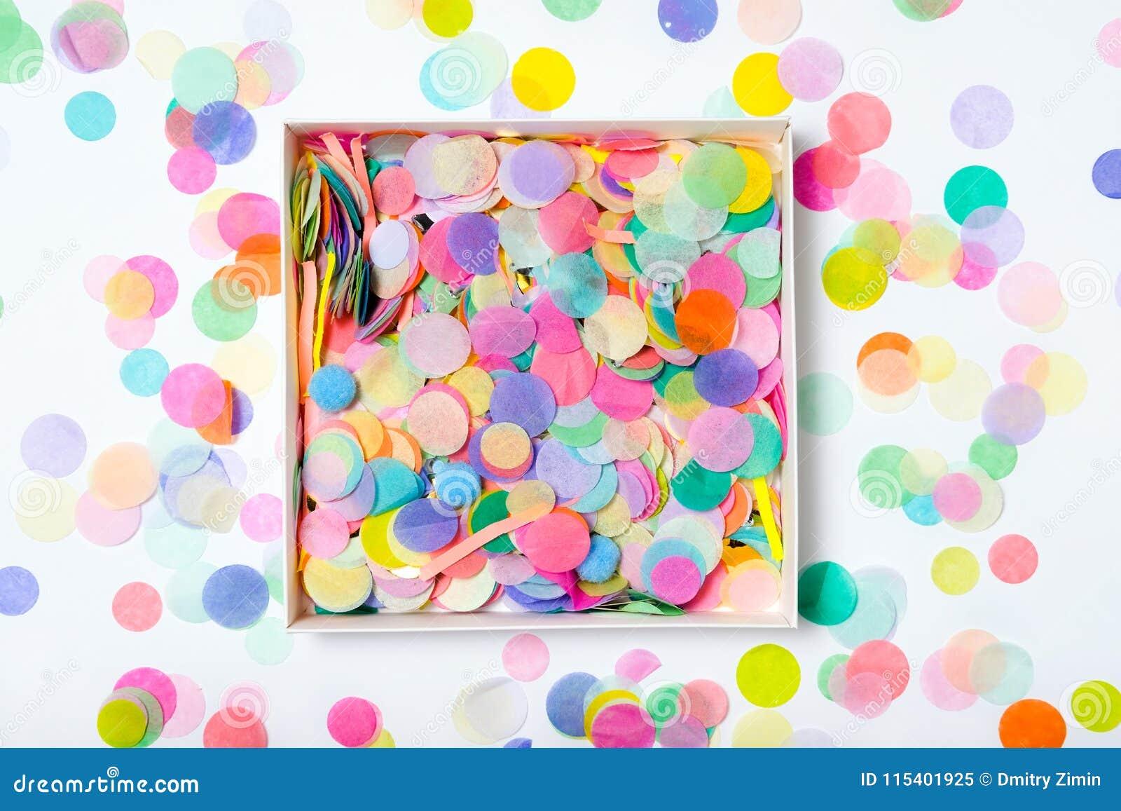 Öffnen Sie Kasten mit Konfettis