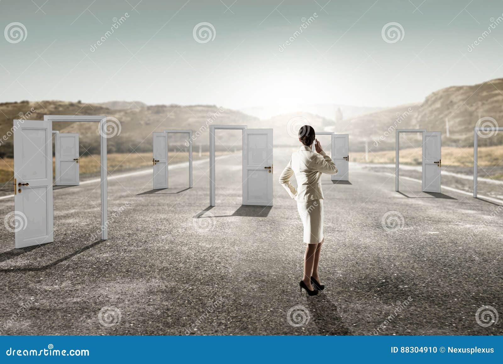Neue türen  Öffnen Sie Neue Türen Und Gelegenheiten Gemischte Medien Stockfoto ...