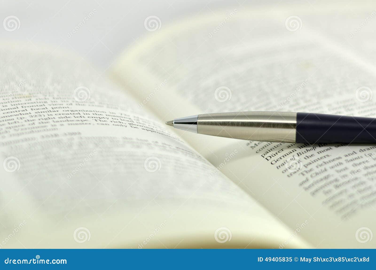 Download Öffnungslehrbuch Auf Weißem Hintergrund Stockbild - Bild von schule, studie: 49405835