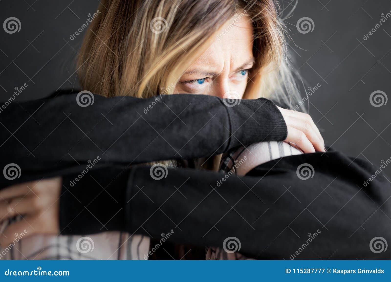 Ögon av den ledsna kvinnan