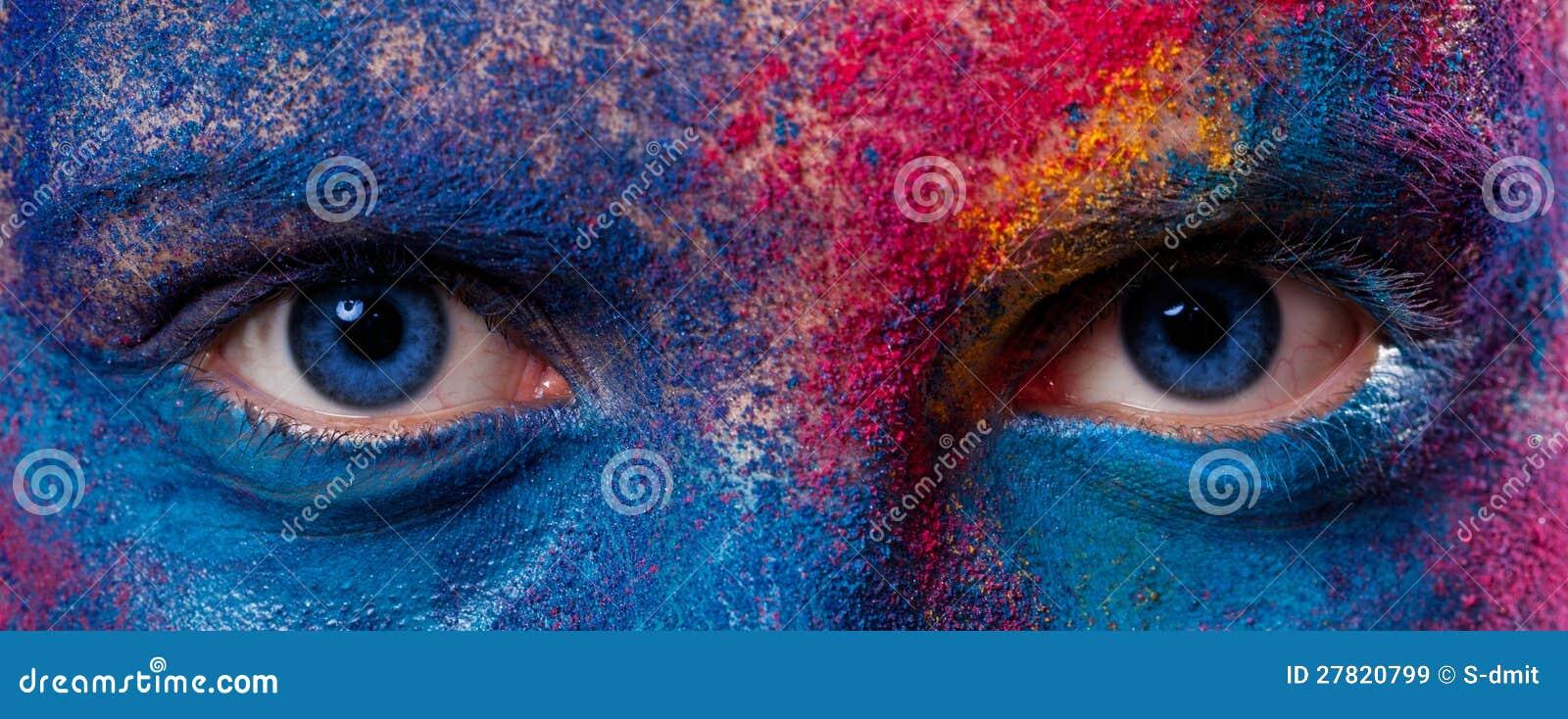 Ögon av kvinnan med målarfärgsmink