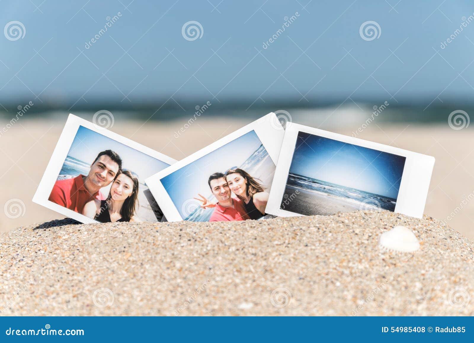 Ögonblickligt foto av unga lyckliga par för pojkvän och för flickvän