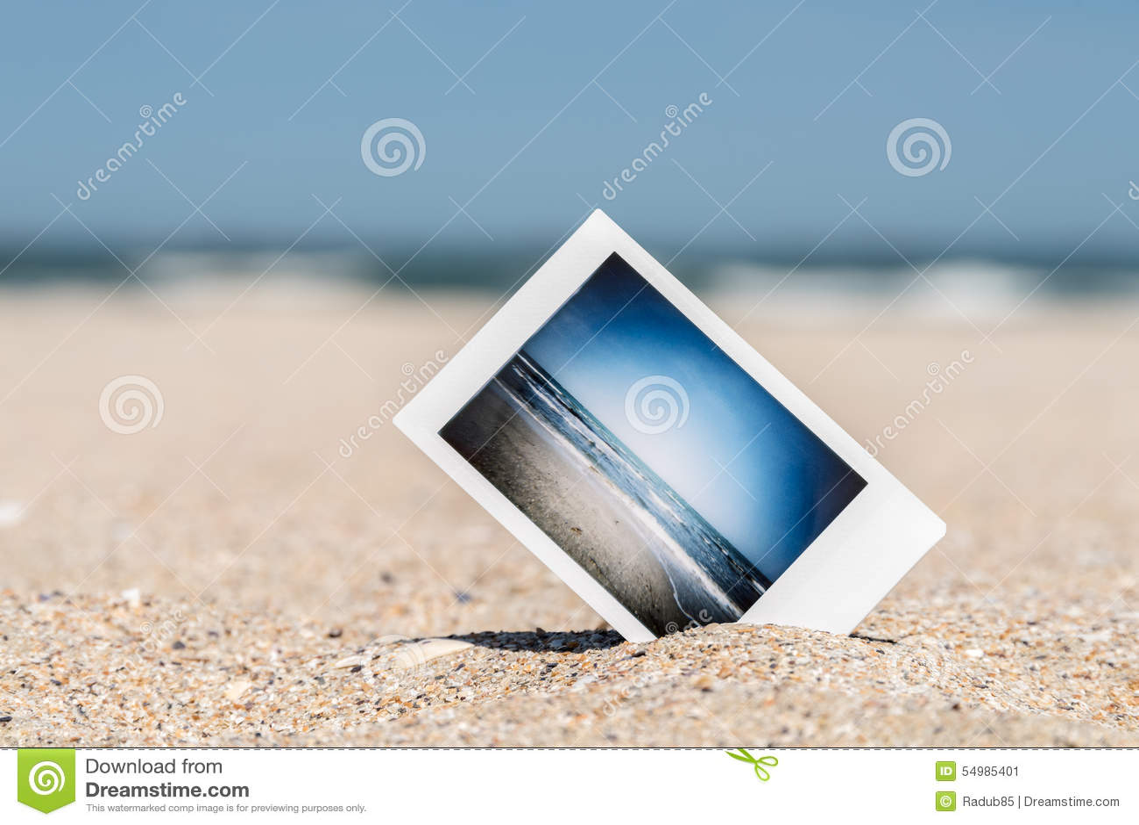 Ögonblickligt foto med semesterminnen på stranden