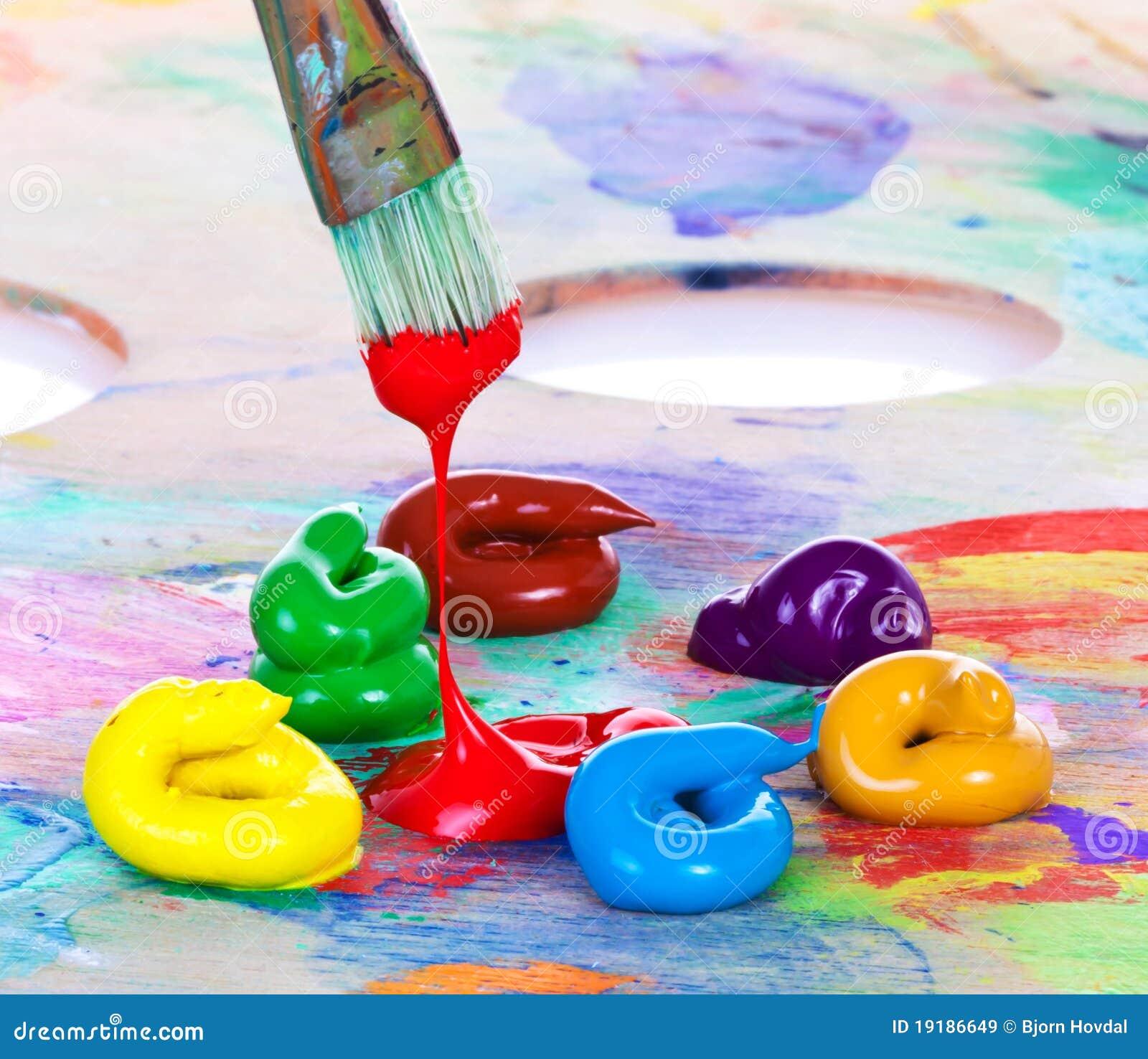Ölfarbe und Pinsel