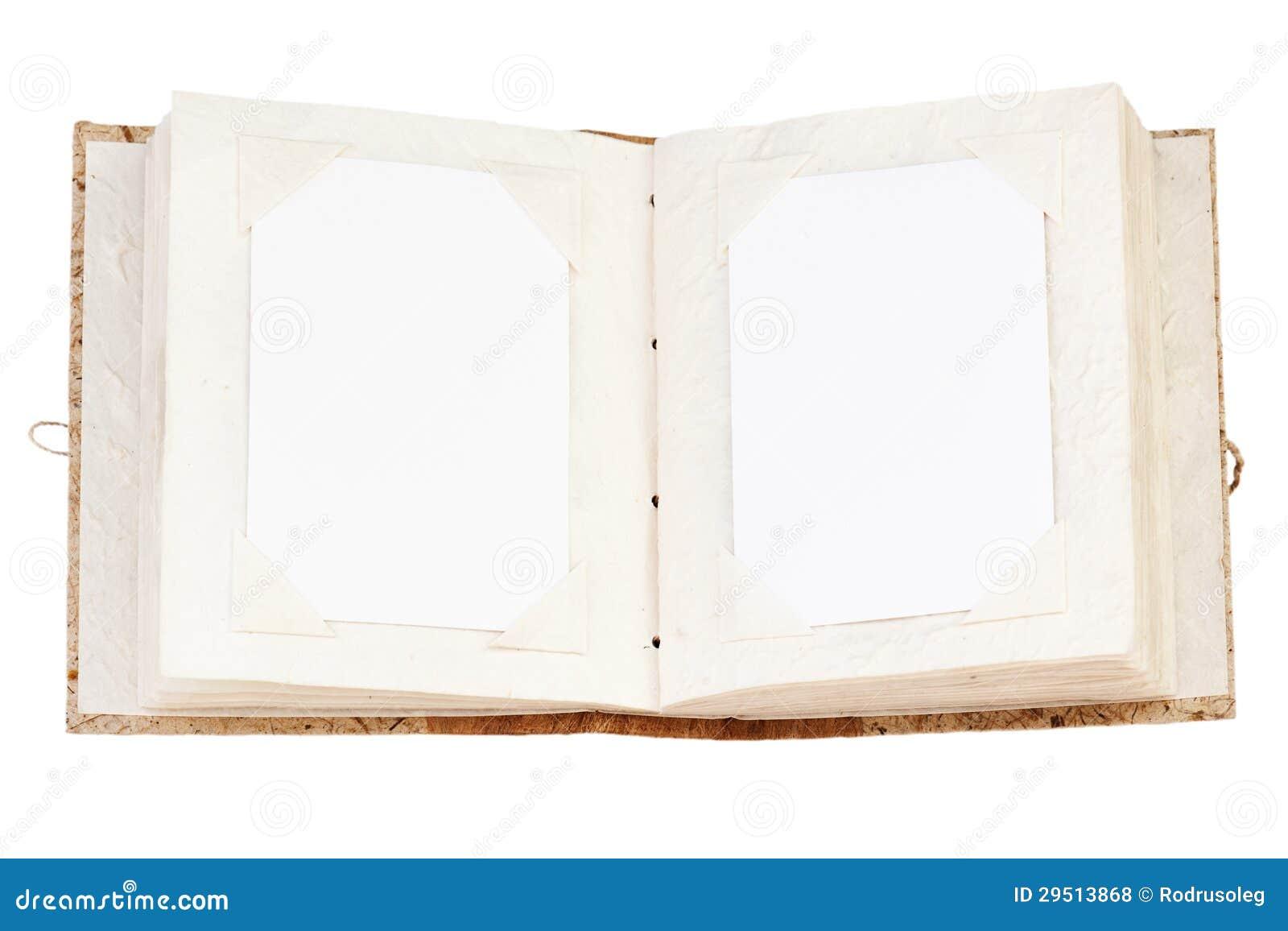 Öppna det gammala fotoalbum som isoleras på whit