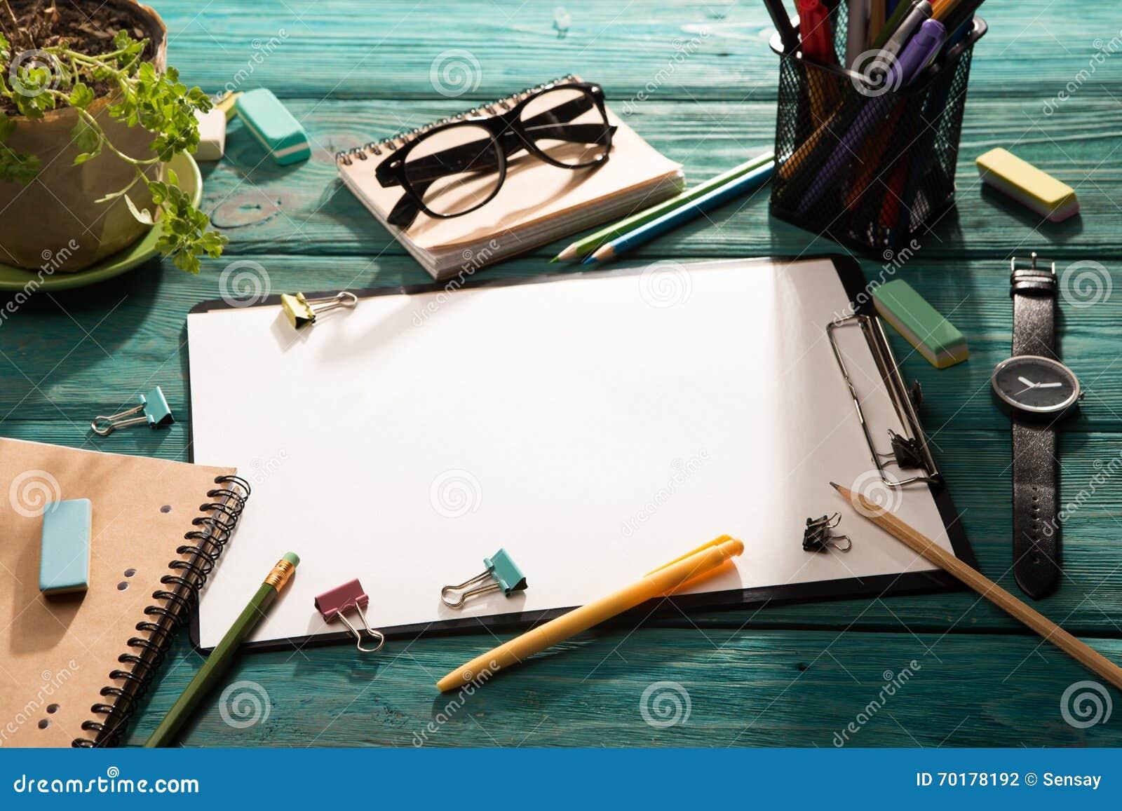 Öppna notepad- och kontorstillförsel