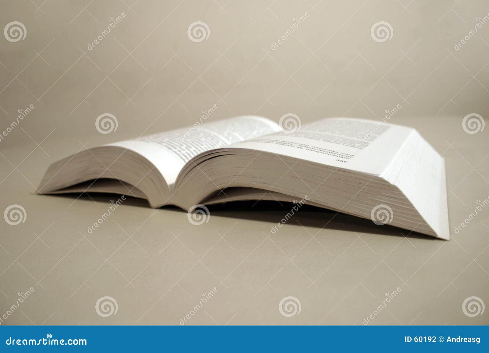 öppnad bok