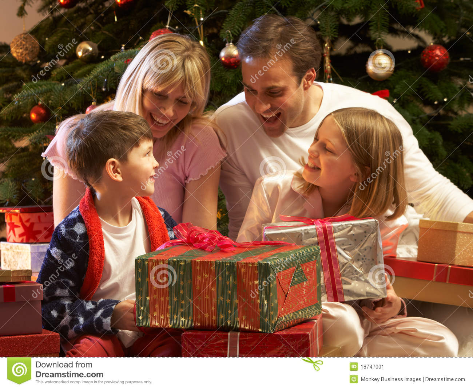öppnande aktuell tree för julfamiljframdel