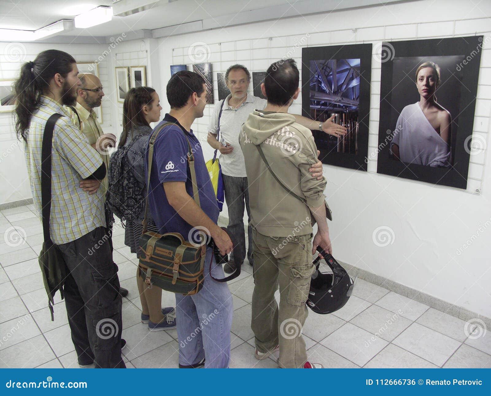 Öppning av utställningen av fotogrupp` f 5 6 `,