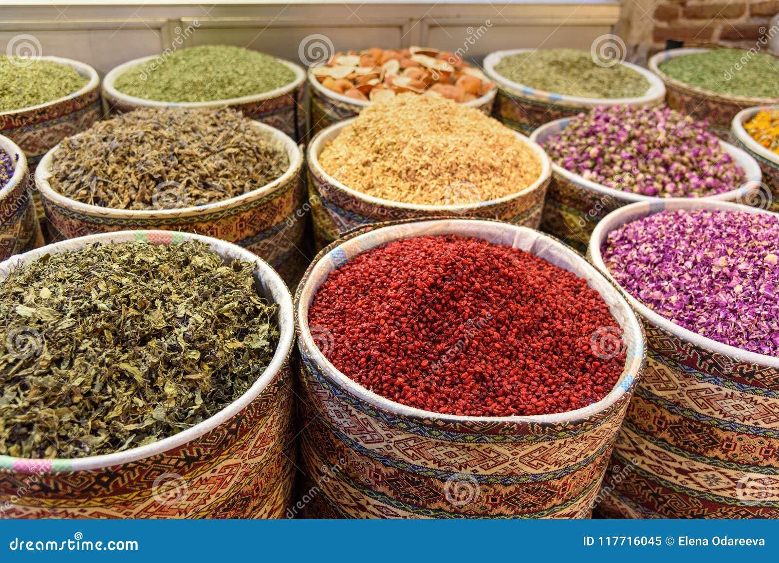 Örter och kryddor i storslagen basar i Tabriz Östligt Azerbajdzjan landskap iran