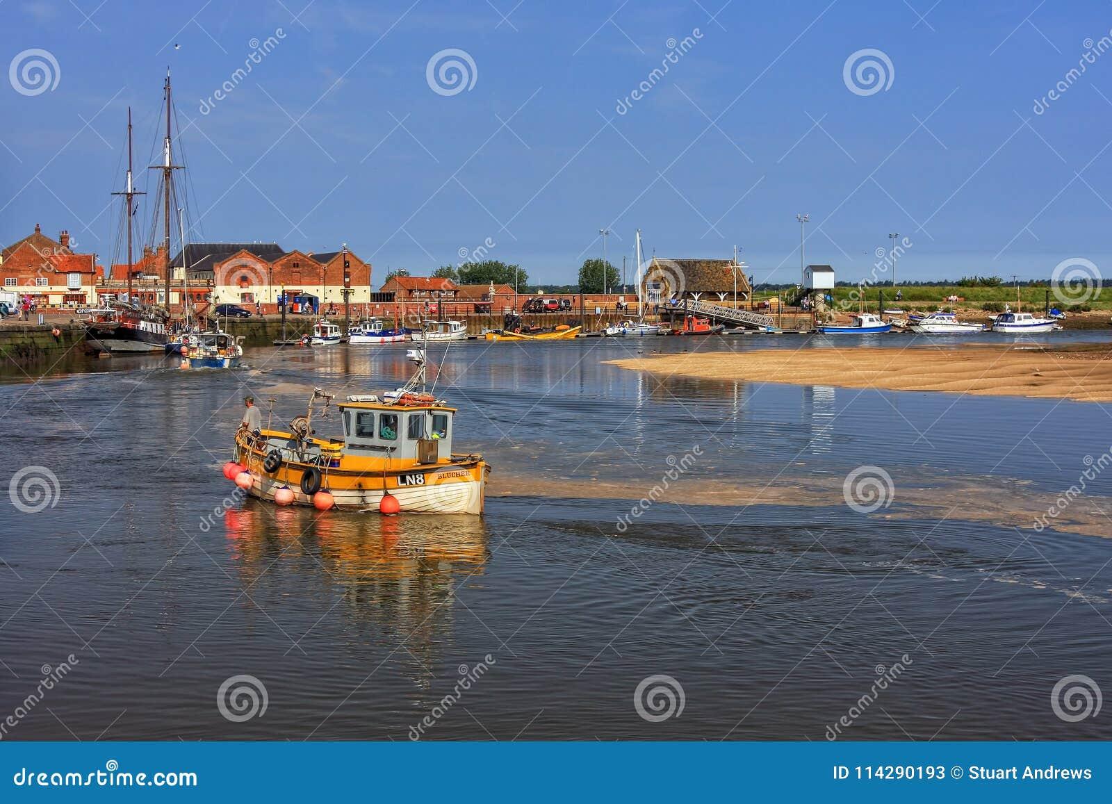 Östlig hastig bred flodmynning och kaj, Brunn-nästa- hav, Norfolk, England