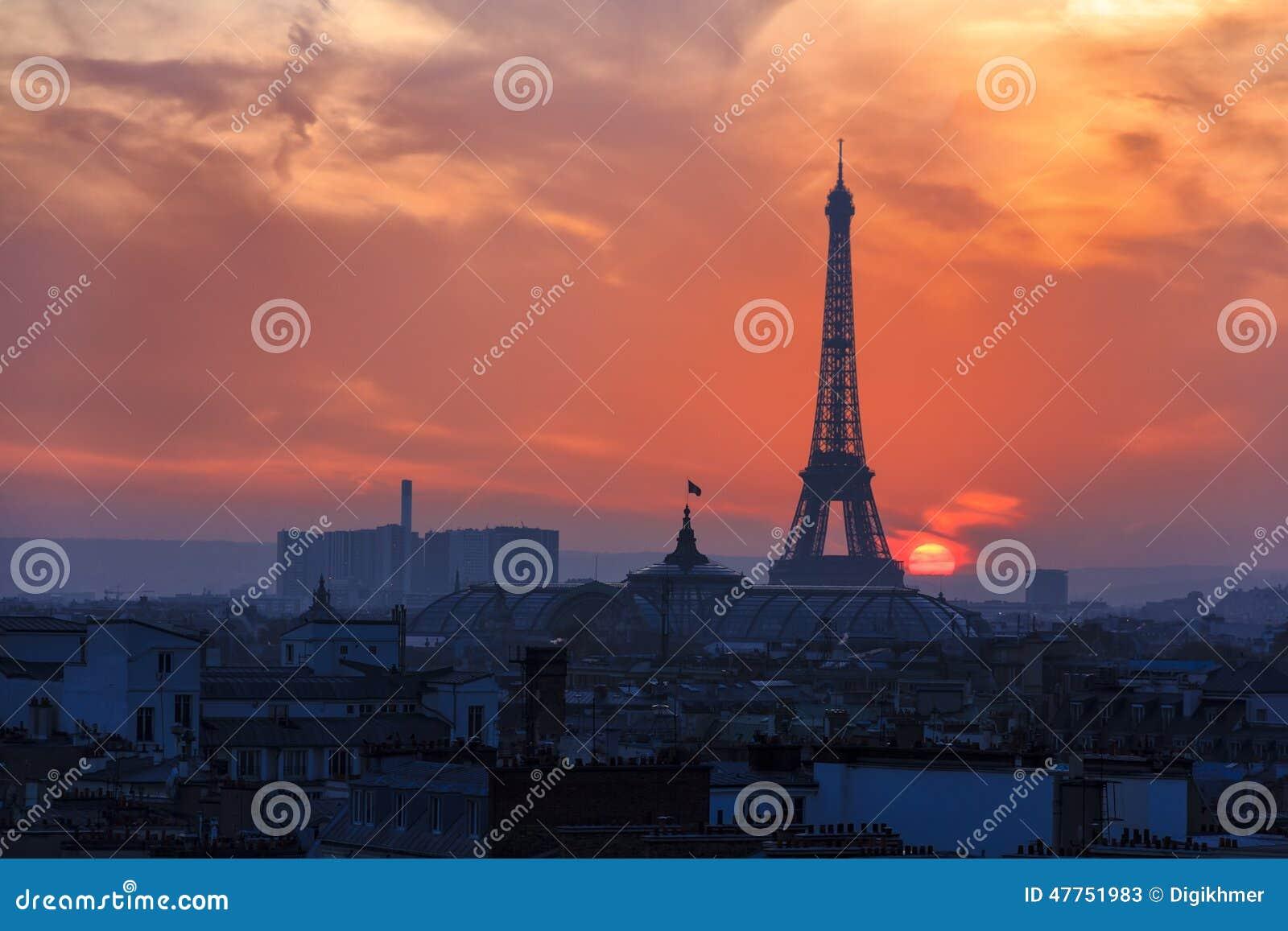 över den paris solnedgången