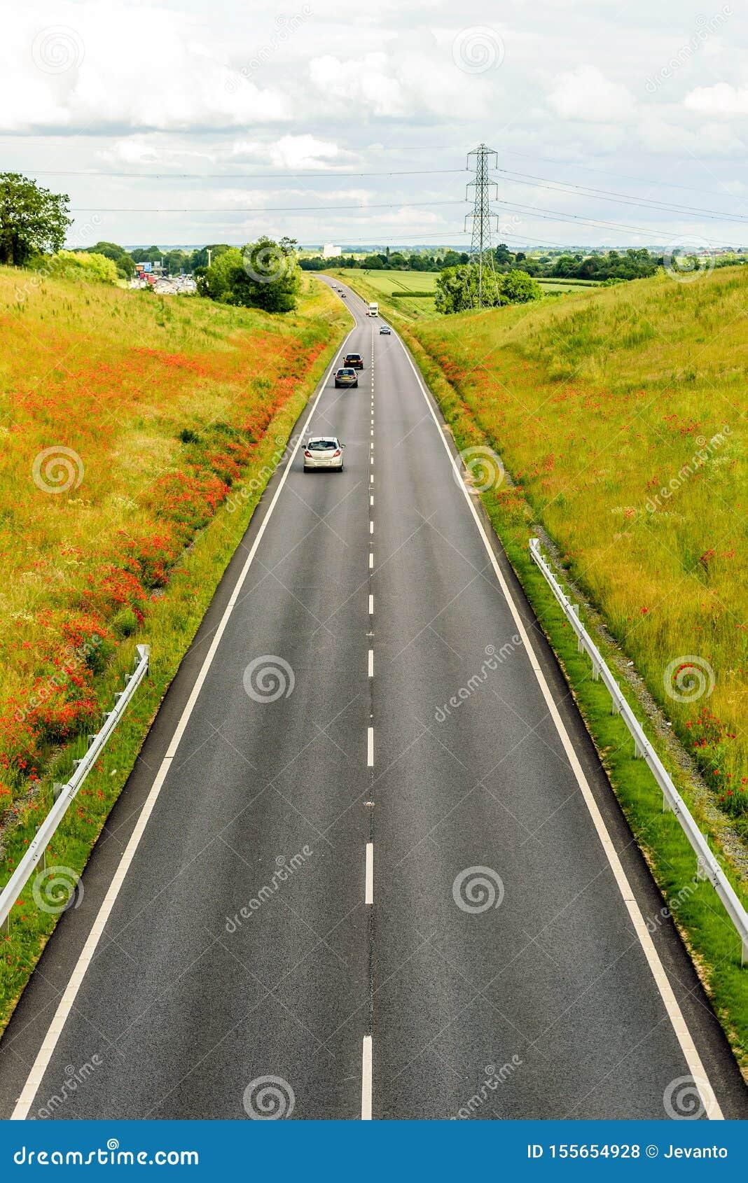 Över huvudet sikt för UK-motorwayväg på dagsljus