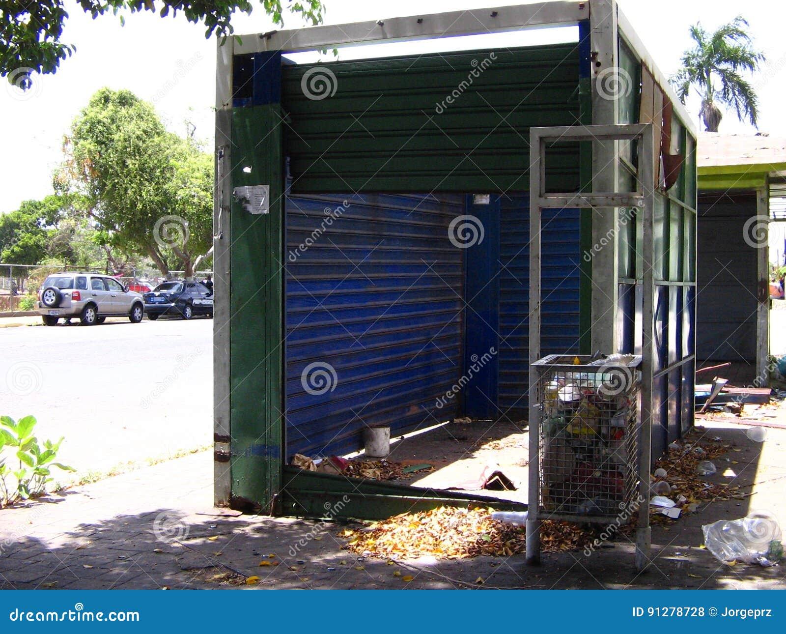 Övergav kiosk, för tidningsförsäljningar