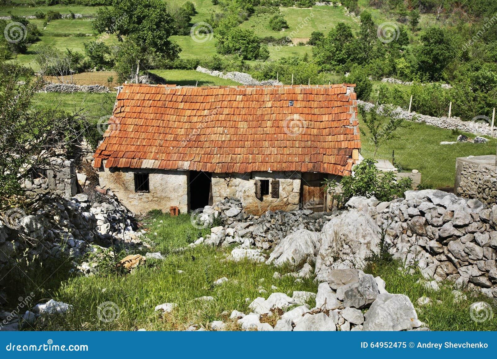 Övergett hus i Studenci stämma överens områdesområden som Bosnien gemet färgade greyed herzegovina inkluderar viktigt, planera ut