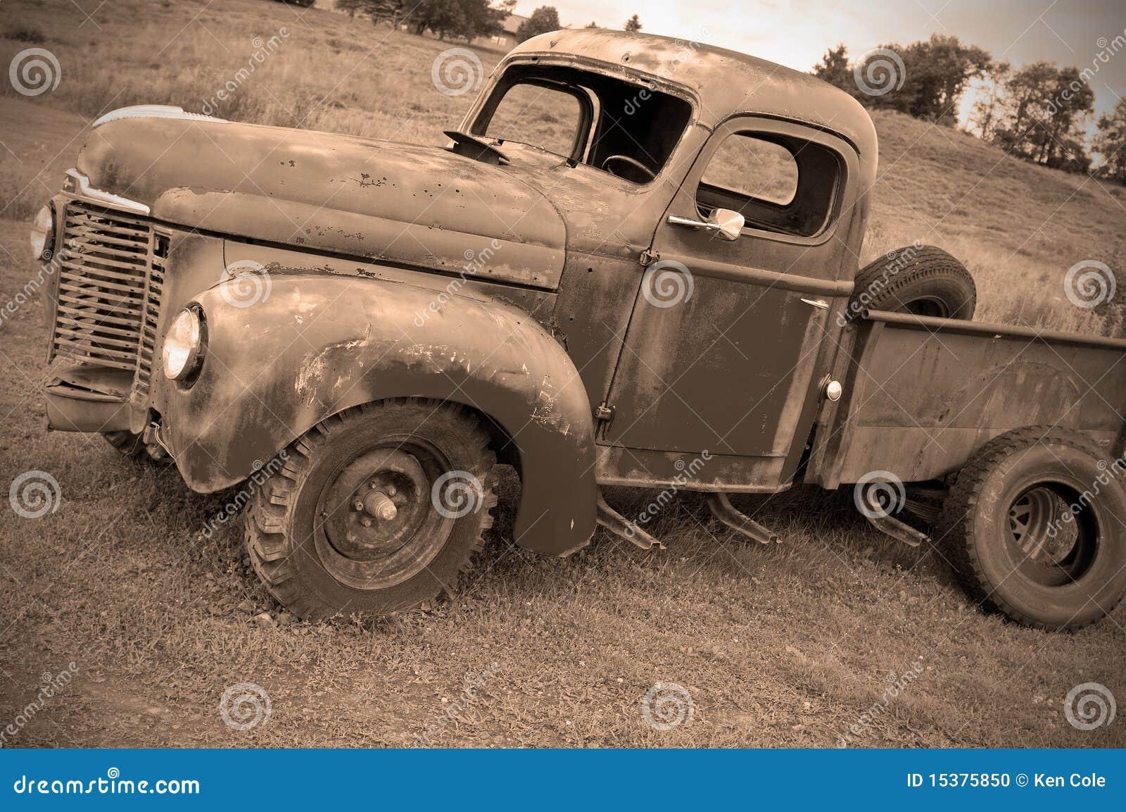 övergiven gammal lastbil för lantgård