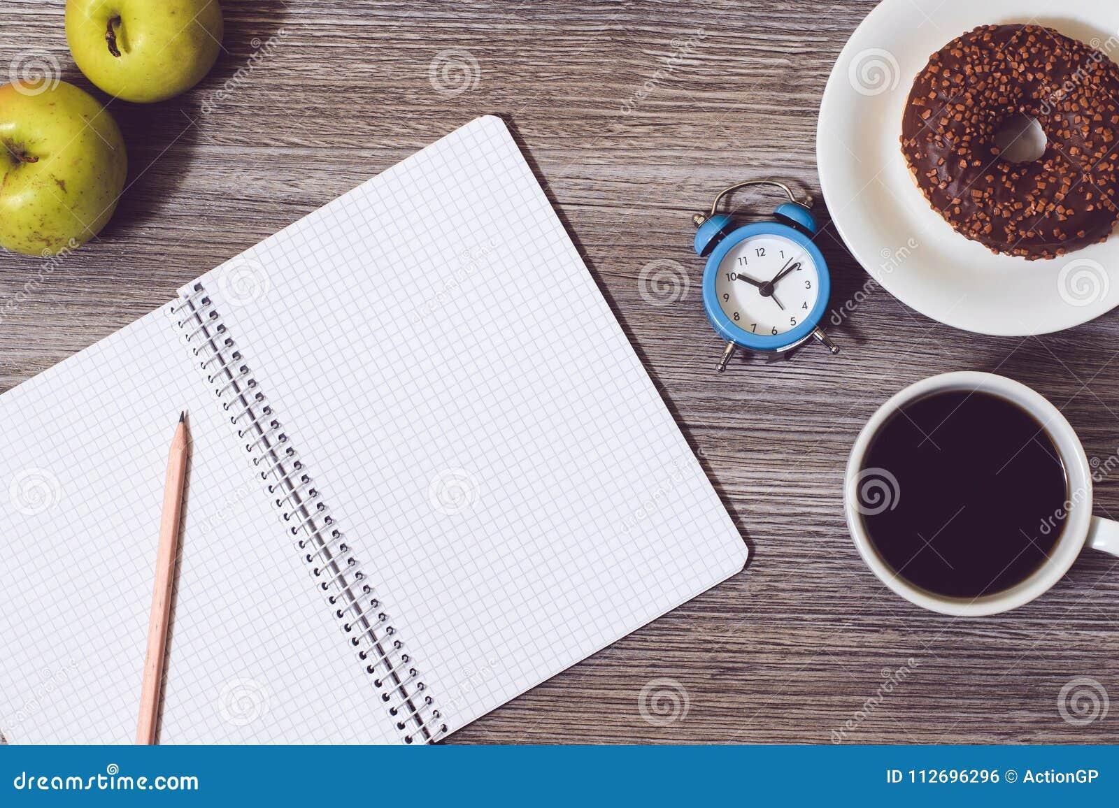 Överkanten ovanför fotoet för sikten för fast utgiftslutet det övre av den öppna pennan för handstil för boken för dagbokanteckni