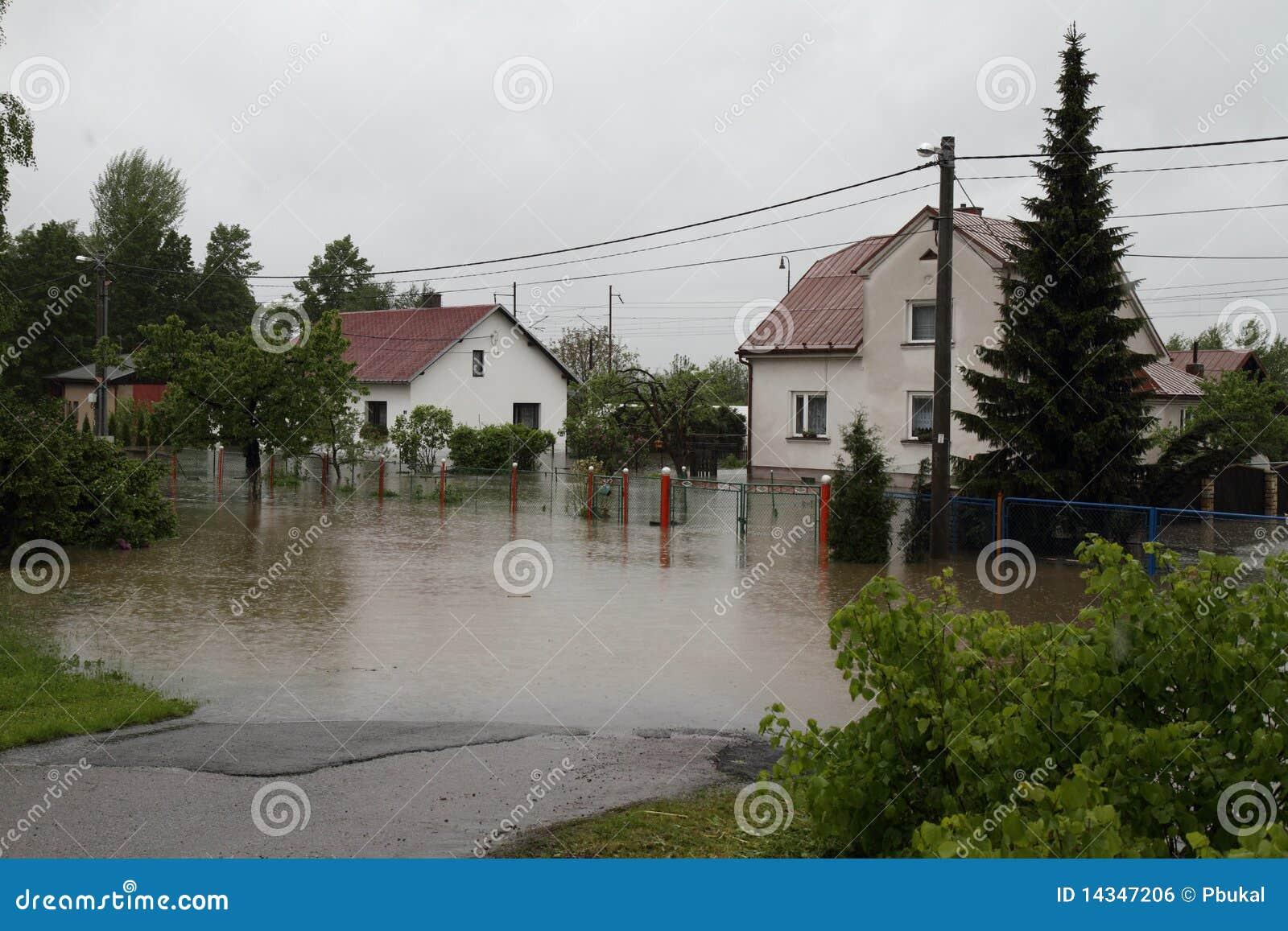 översvämmat hus
