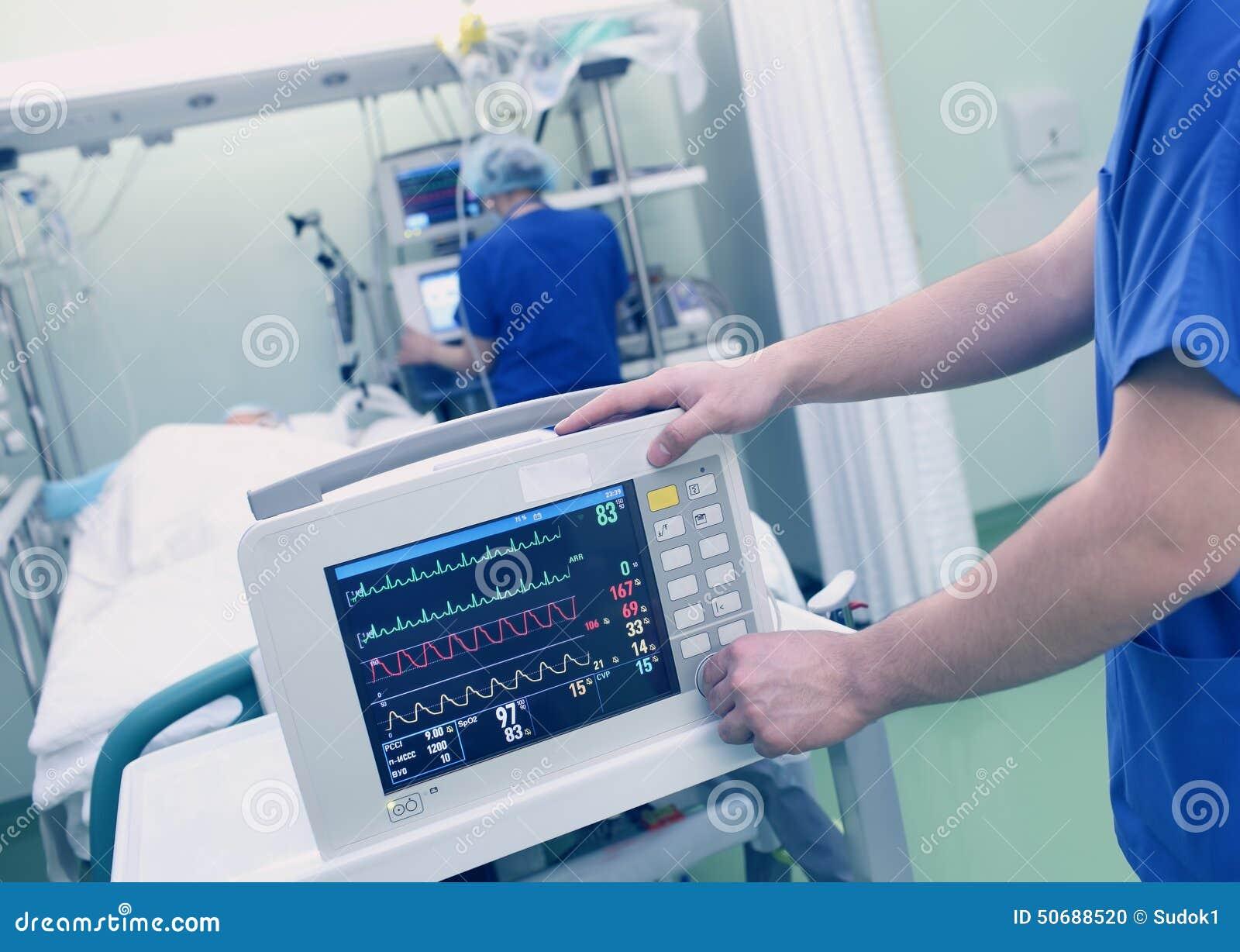 Övervakning av patienten av den medicinska doktorn