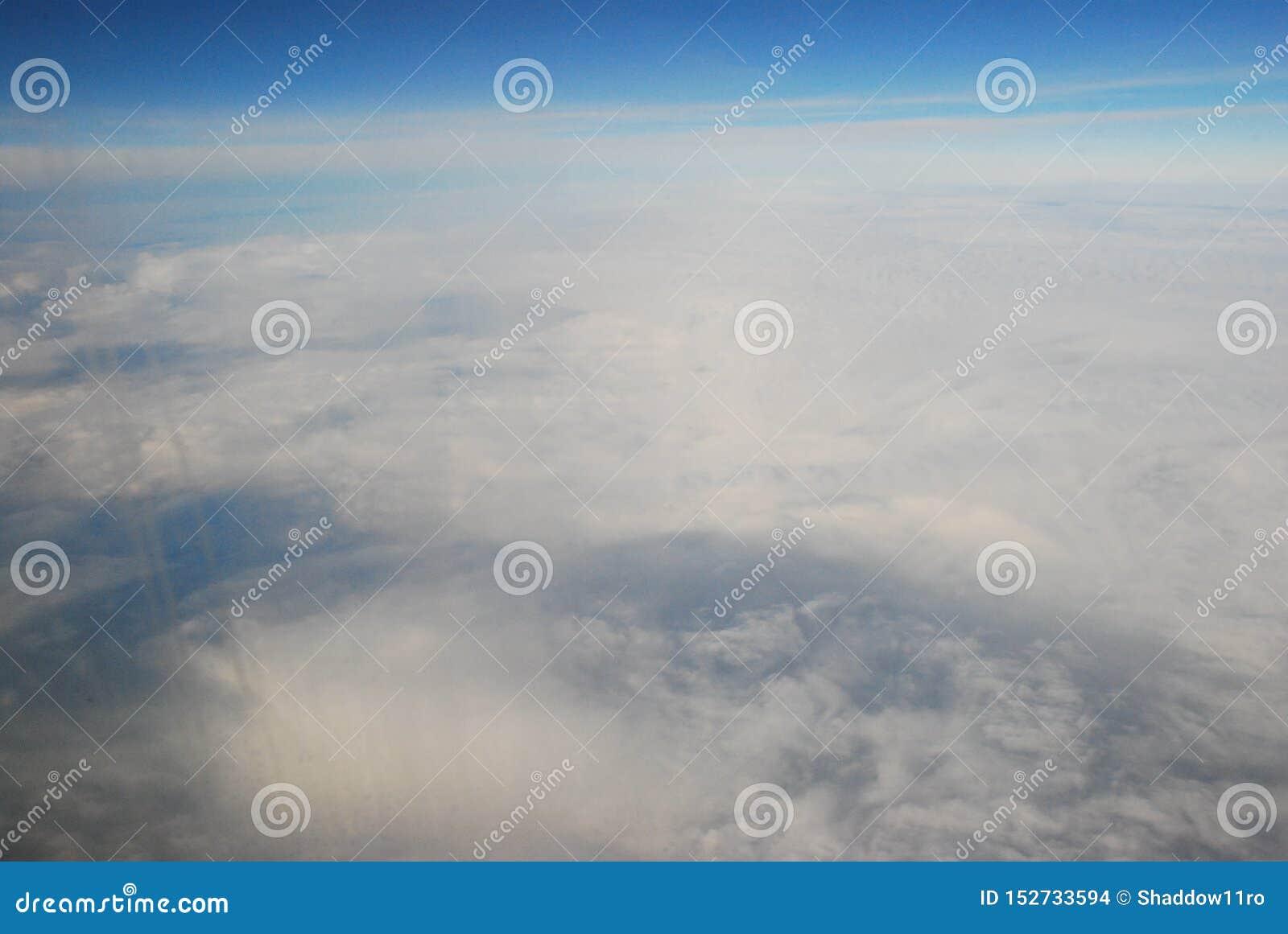 Über die Welt hoch fliegen
