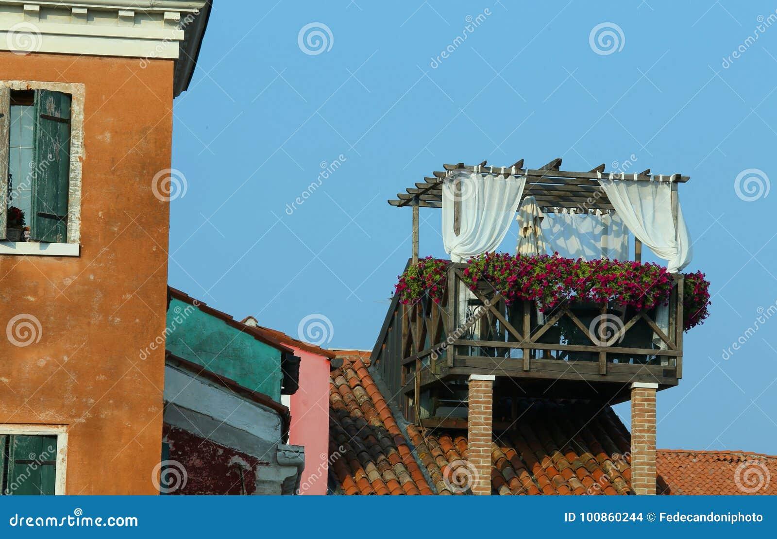 Überdachen Sie Terrasse über Dem Dach Des Venetianischen Hauses In ...