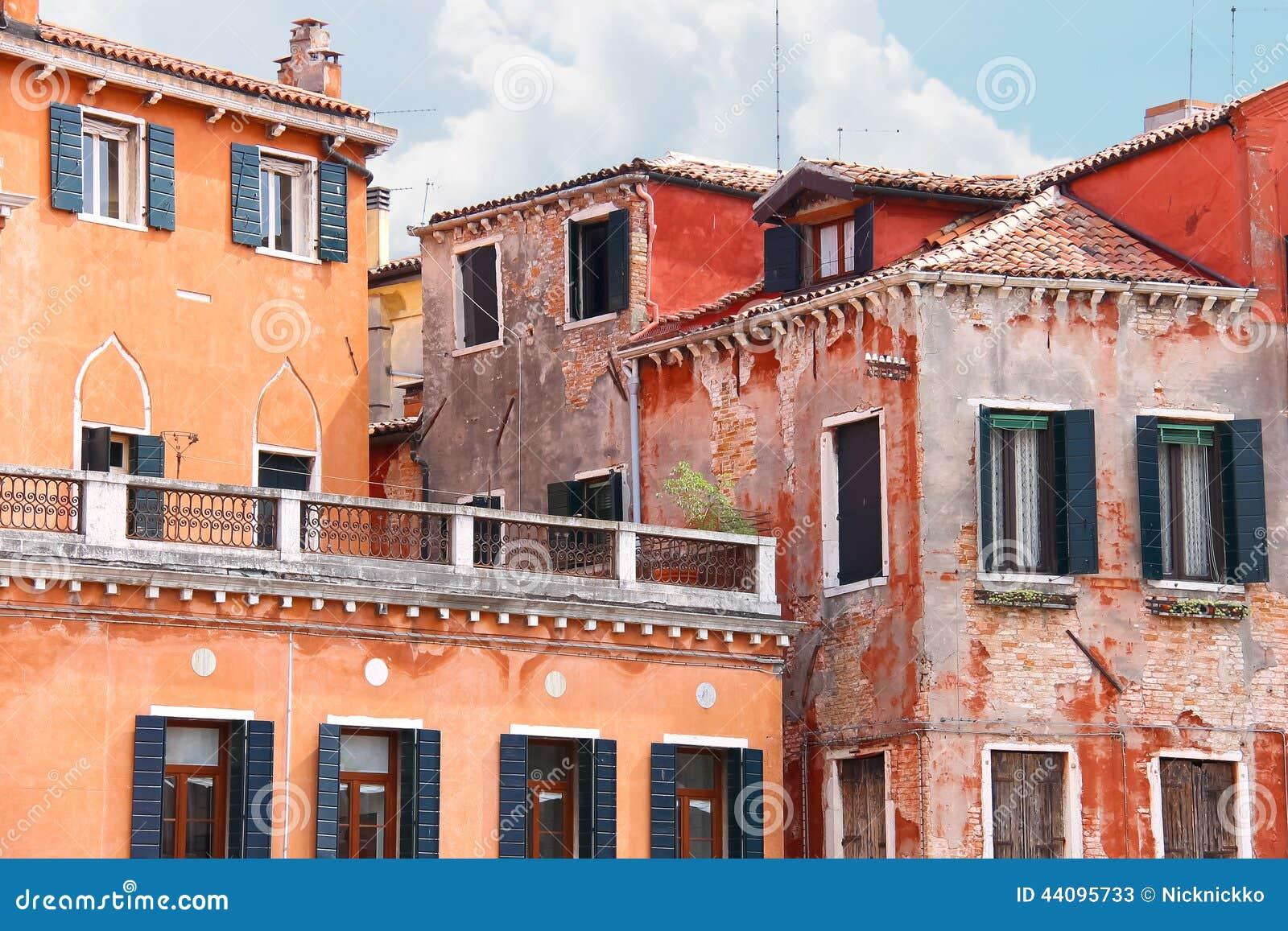 Überdachen Sie Terrasse Mit Schönem Italienischem Haus, Venedig ...