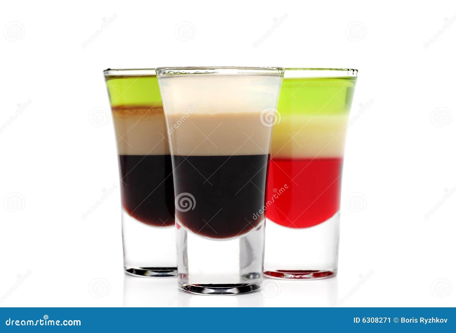 Überlagerte alkoholische Cocktails