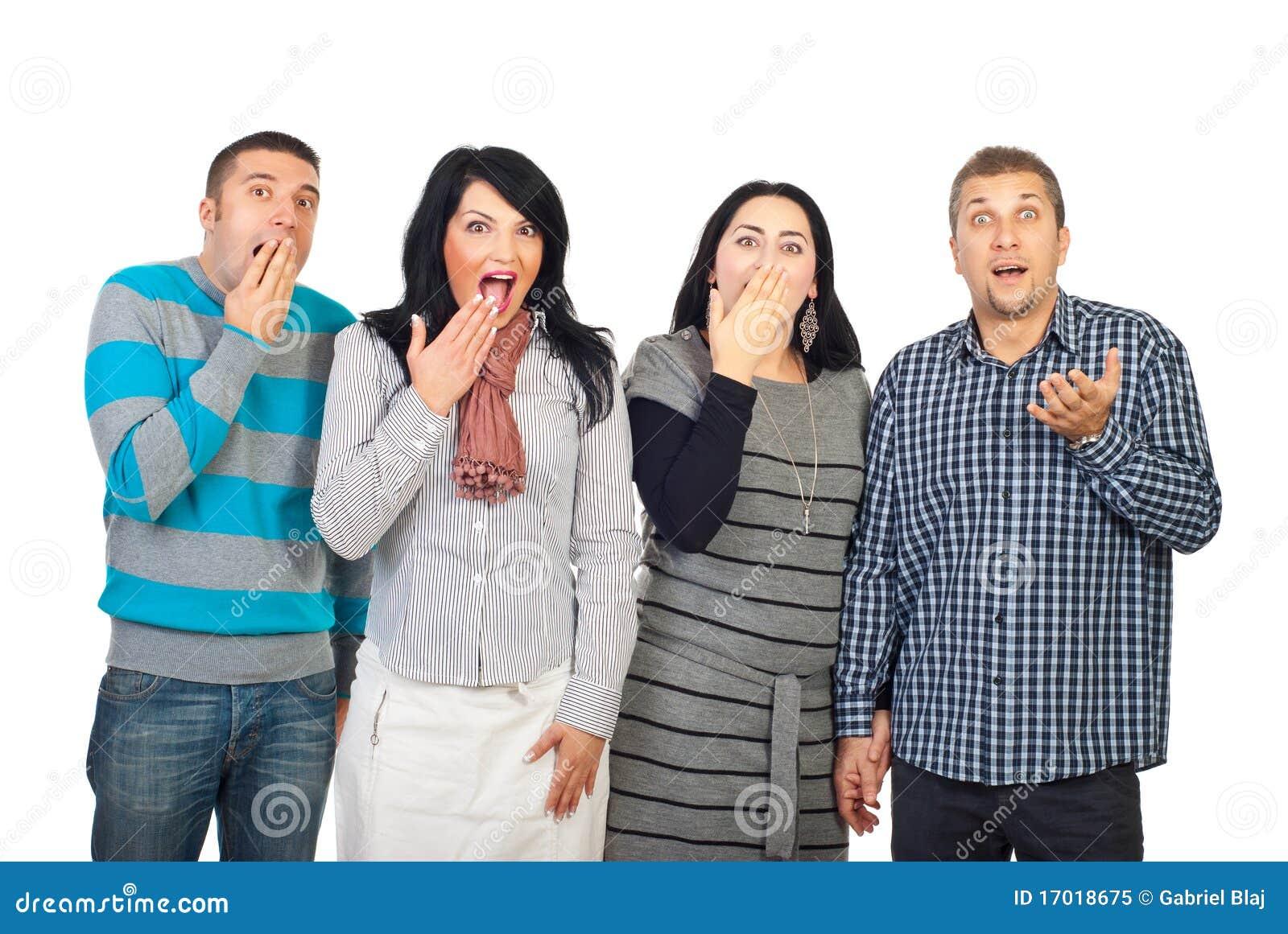 Überraschte Gruppe von Personen in einer Zeile