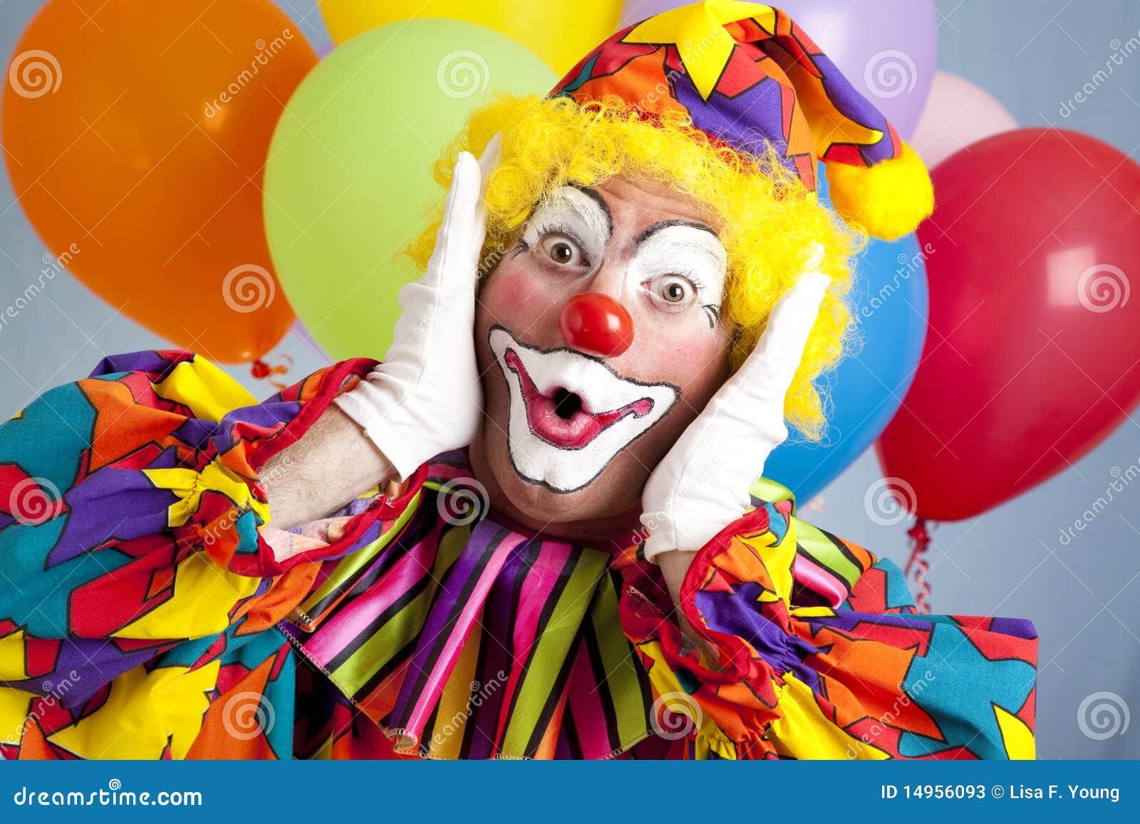 Überraschter Geburtstag-Clown