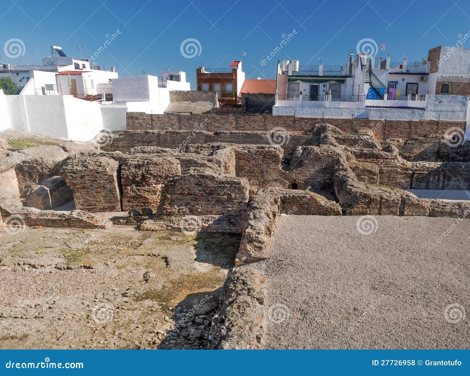 Überreste der römischen Zivilisation nahe den Häusern