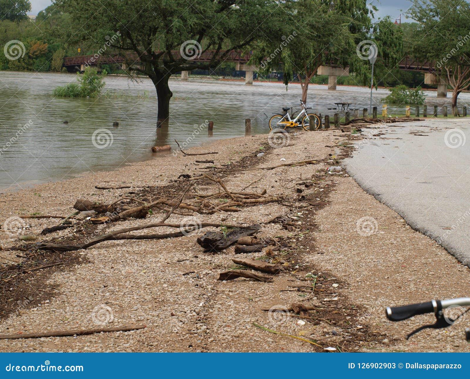 Überschwemmung unter Pfadfinder Hill in Marina Area,