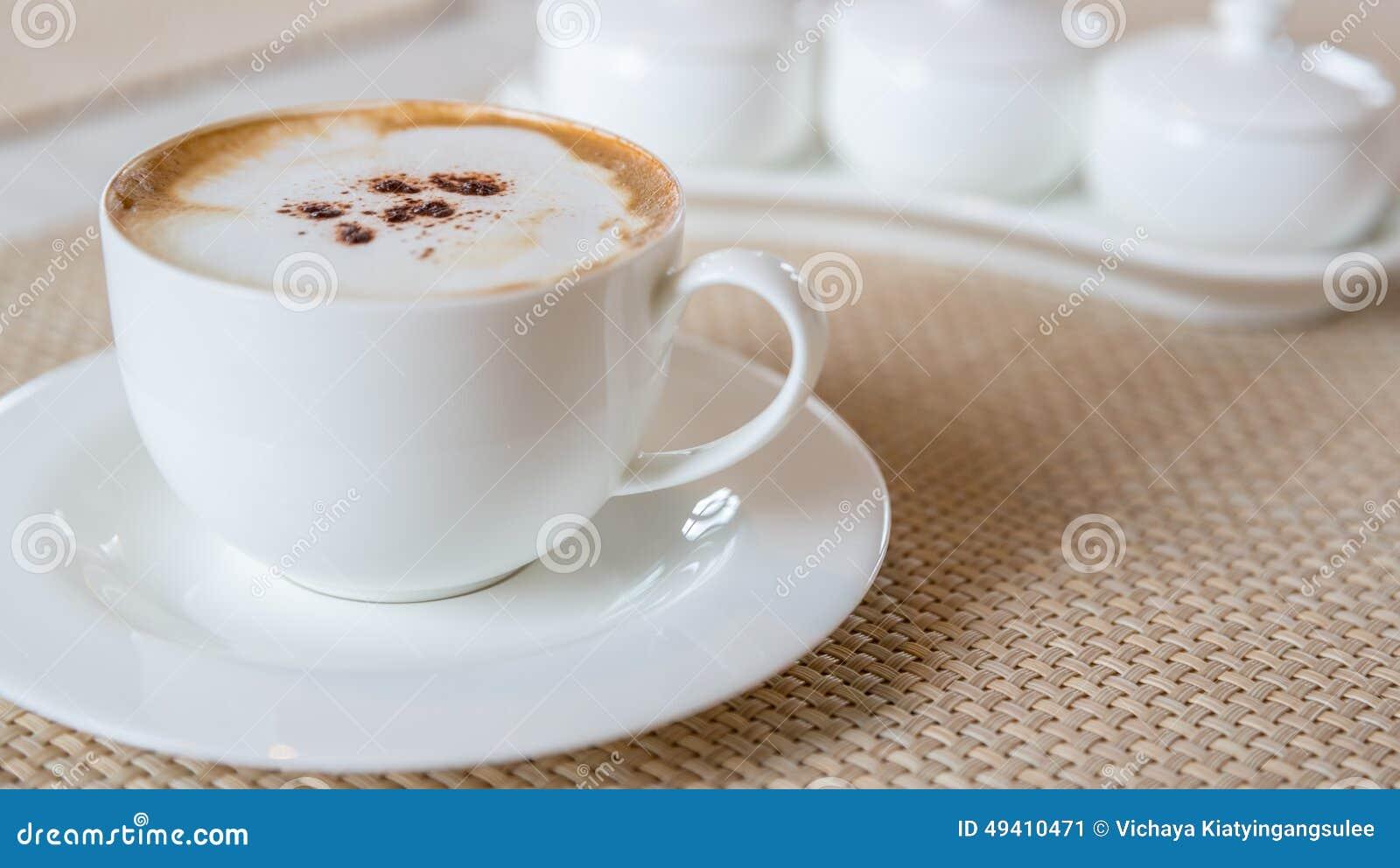 Download Überstiegen Mit Milchschaumgummi Stockbild - Bild von kaffee, espresso: 49410471