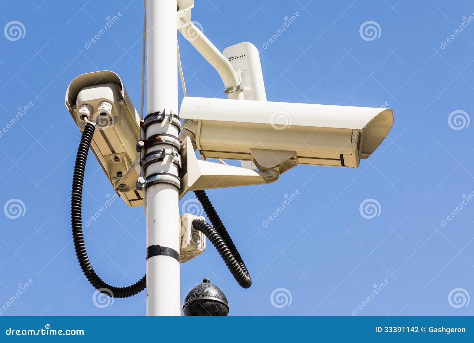 berwachungskamera auf einem pfosten eingestellt auf die. Black Bedroom Furniture Sets. Home Design Ideas